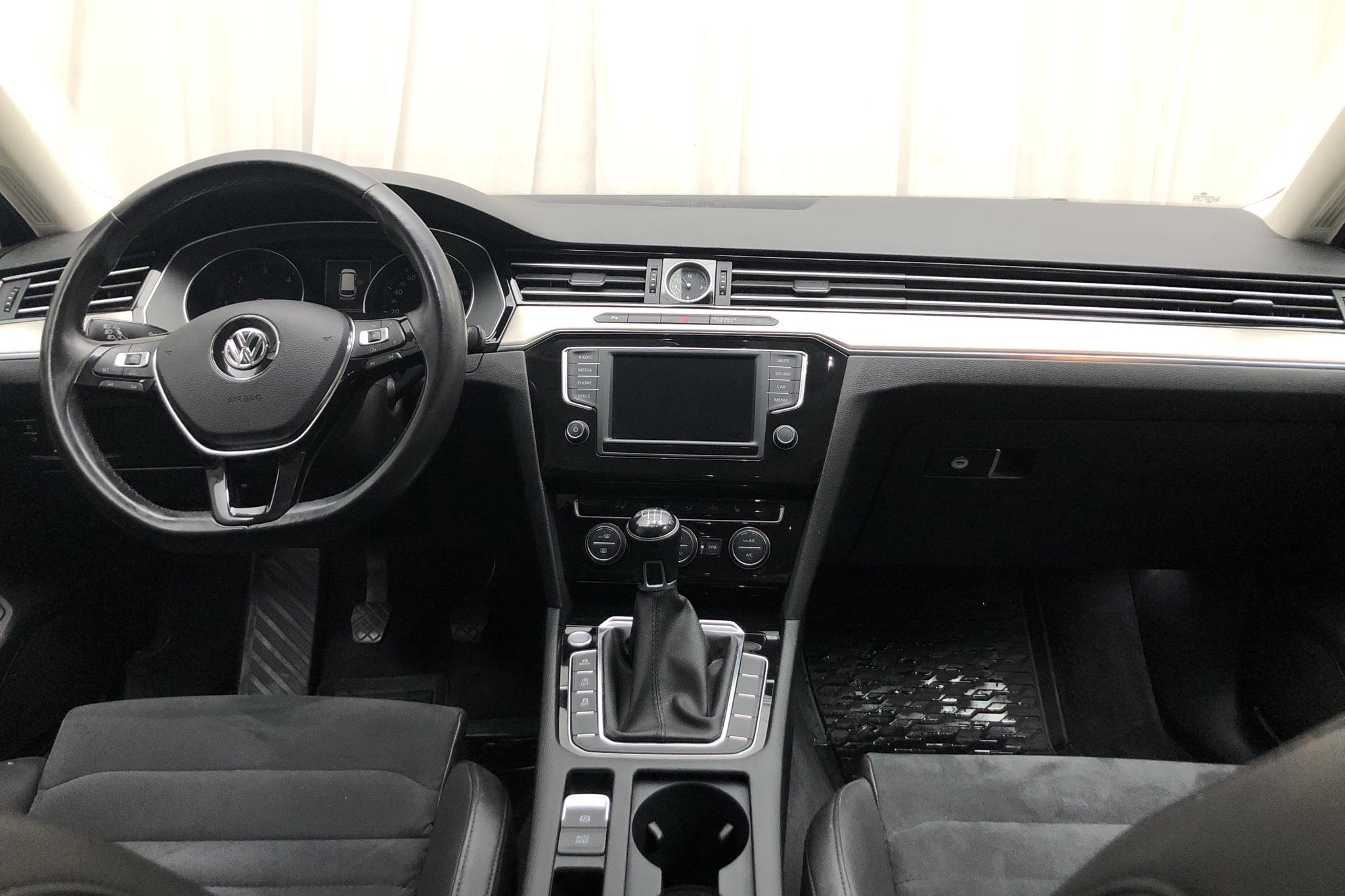 VW Passat 2.0 TDI Sportscombi (190hk) - 13 703 mil - Manuell - Dark Blue - 2016