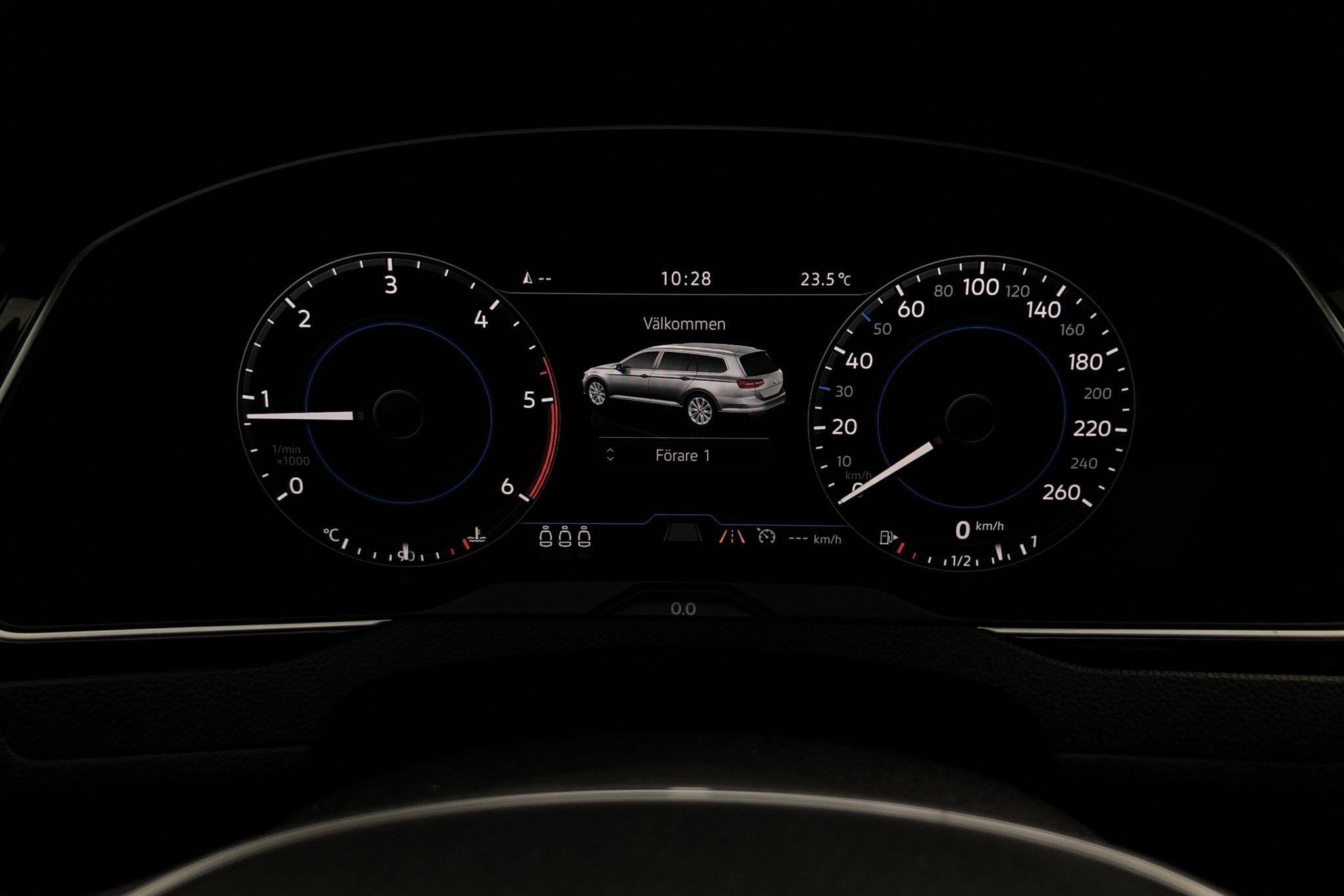 VW Passat 2.0 TDI Sportscombi (190hk) - 151 290 km - Manual - white - 2018
