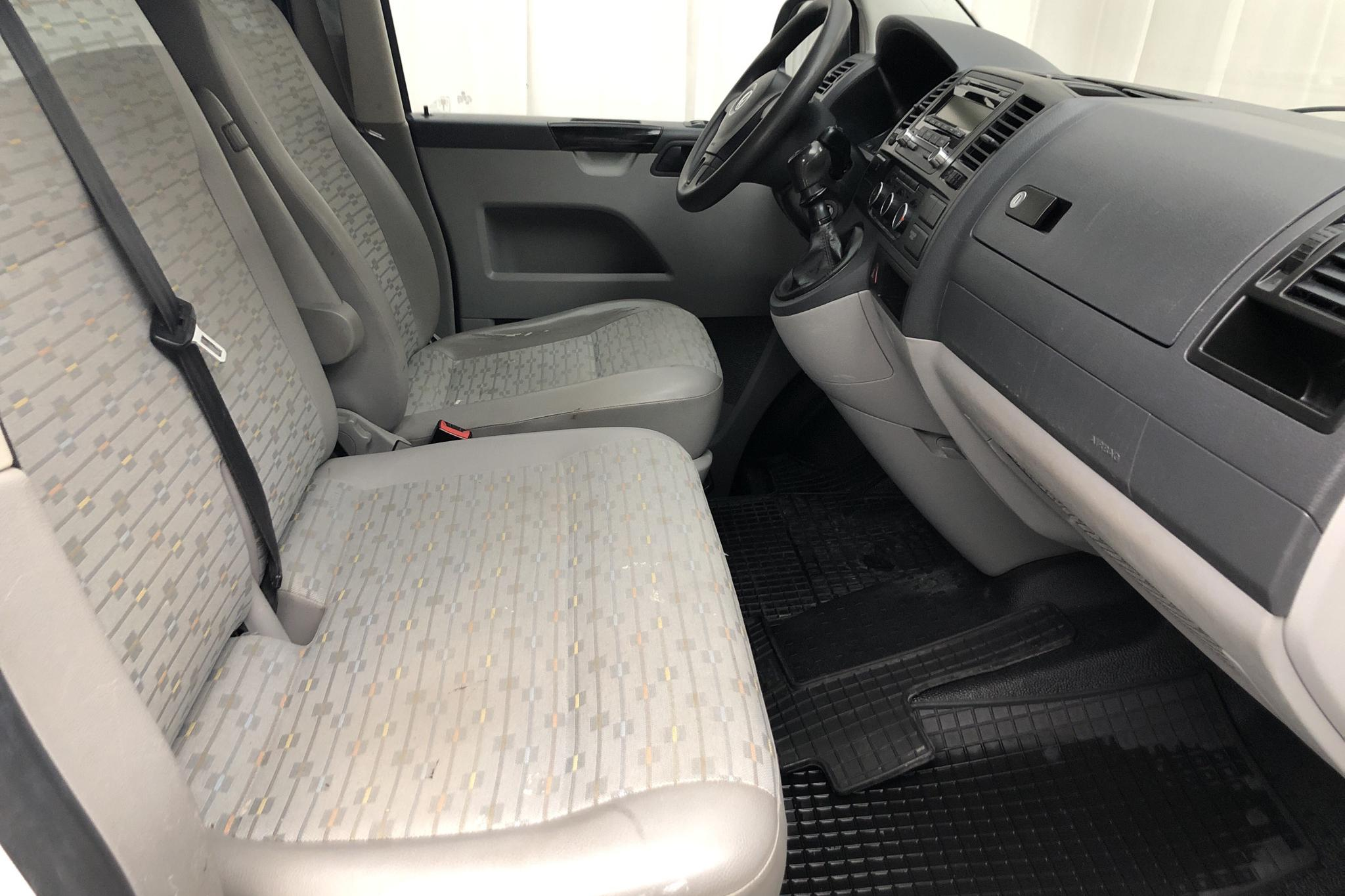 VW Transporter T5 2.0 TDI (140hk) - 14 923 mil - Manuell - vit - 2011