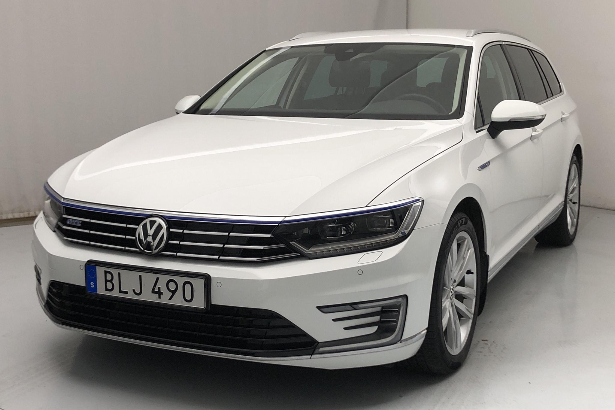 VW Passat 1.4 Plug-in-Hybrid Sportscombi (218hk) - 78 610 km - Automatic - white - 2018