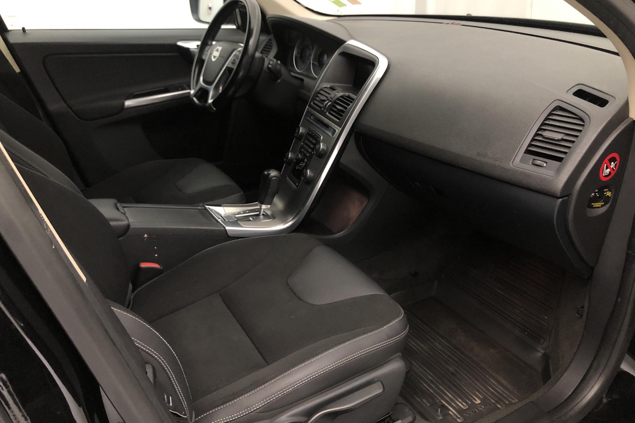 Volvo XC60 D3 2WD (163hk) - 172 980 km - Automatic - black - 2012