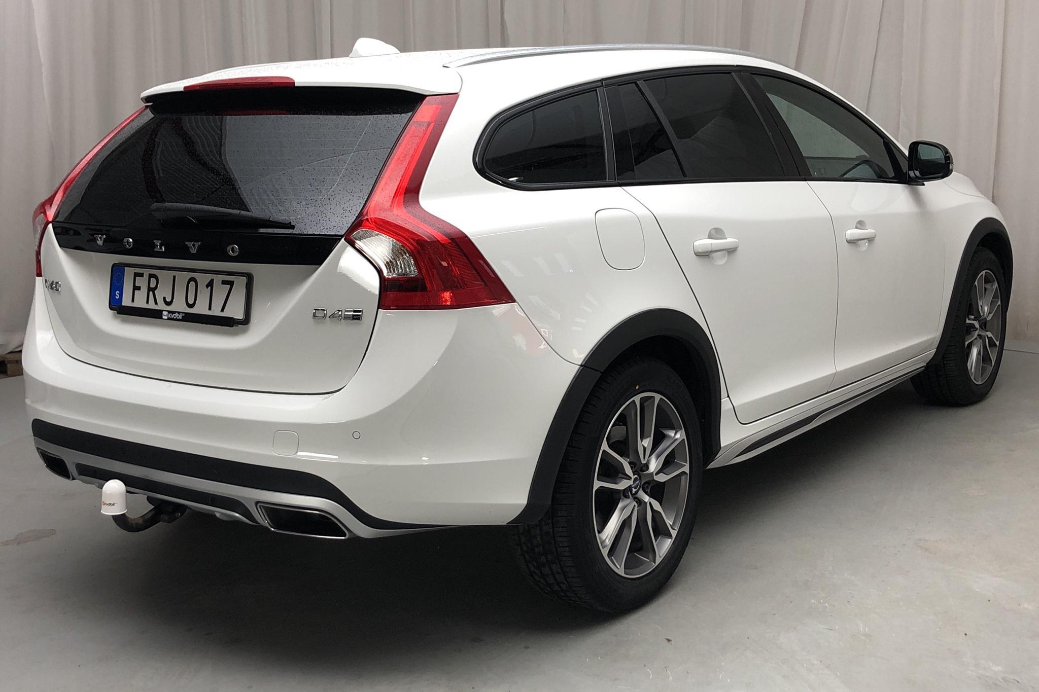 Volvo V60 D4 Cross Country AWD (190hk) - 87 310 km - Automatic - white - 2018
