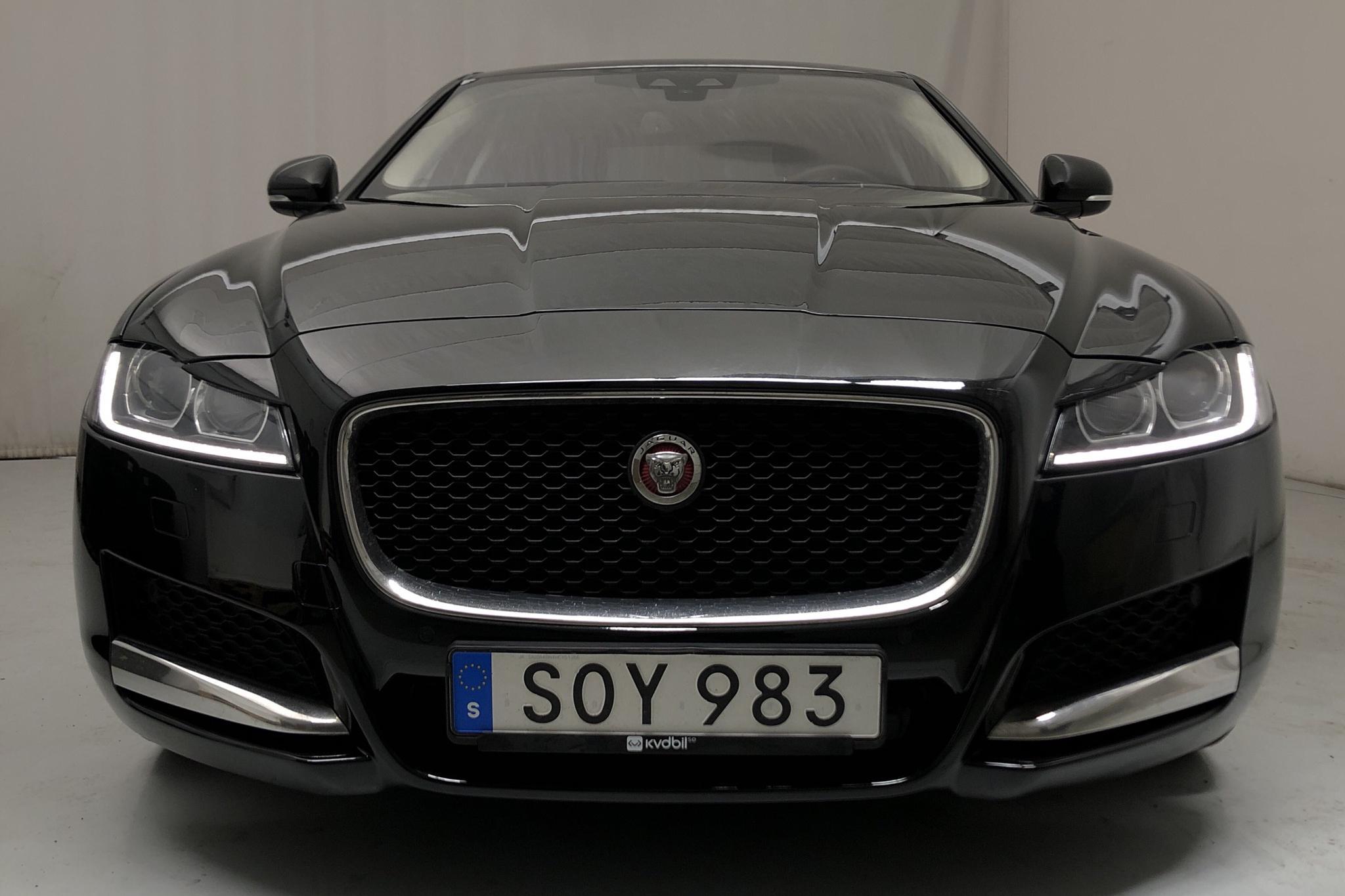 Jaguar XF 2.0D i4 Turbocharged AWD (180hk) - 7 523 mil - Automat - svart - 2017