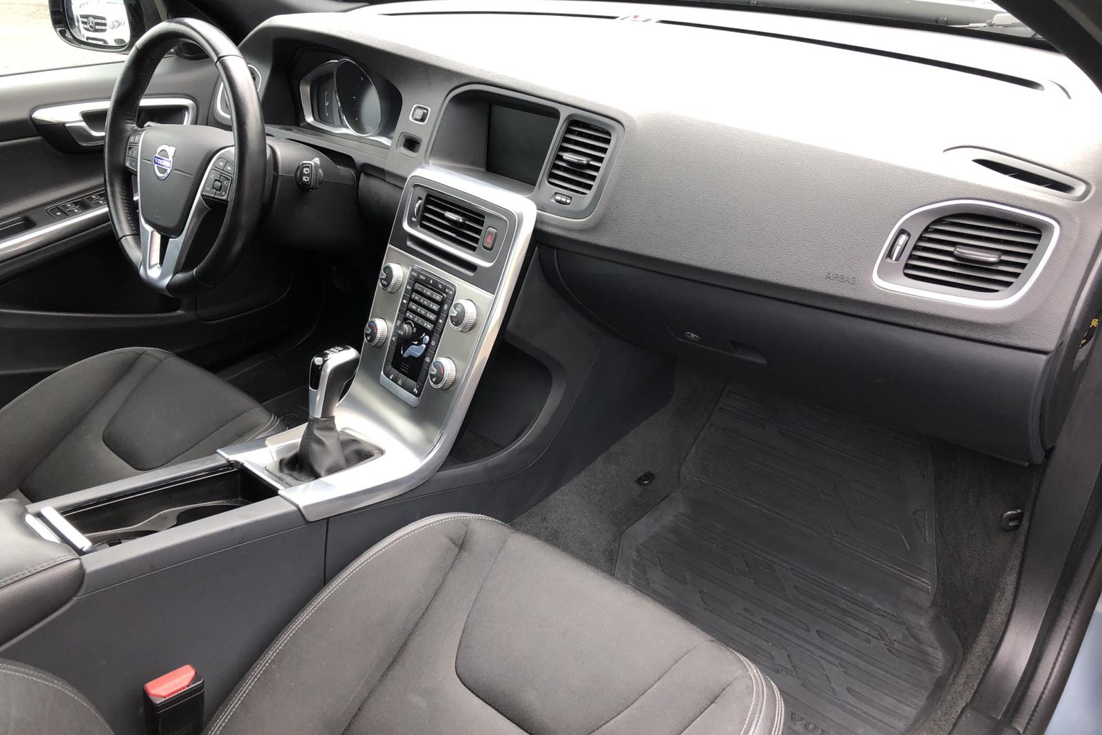 Volvo V60 D3 Cross Country (150hk) - 72 140 km - Manual - Light Blue - 2017
