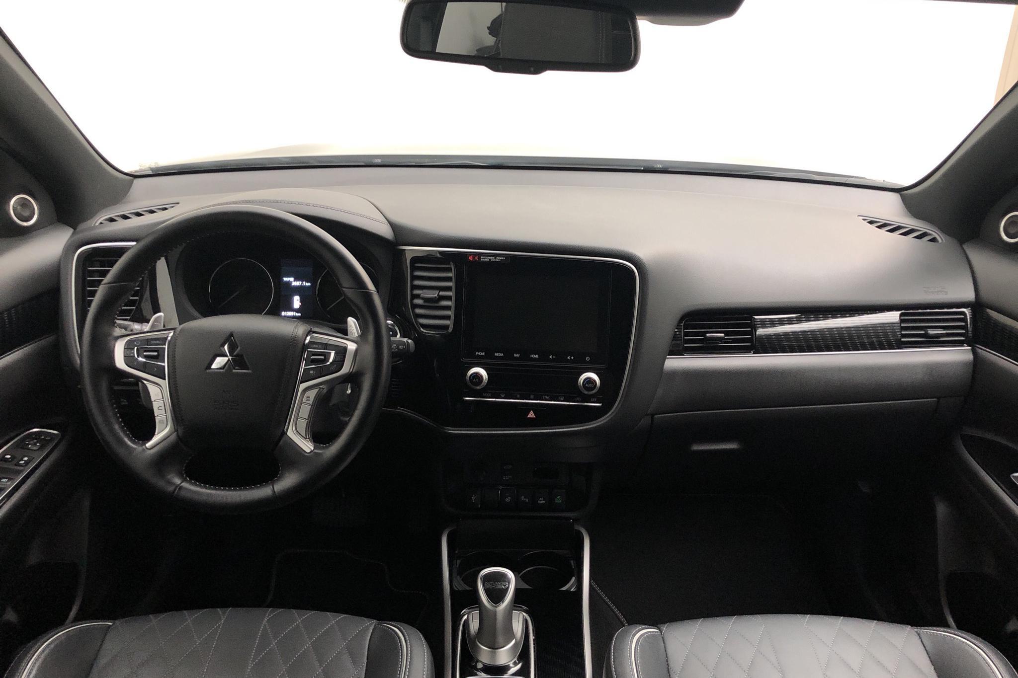 Mitsubishi Outlander 2.4 Plug-in Hybrid 4WD (136hk) - 12 690 km - Automatic - black - 2020