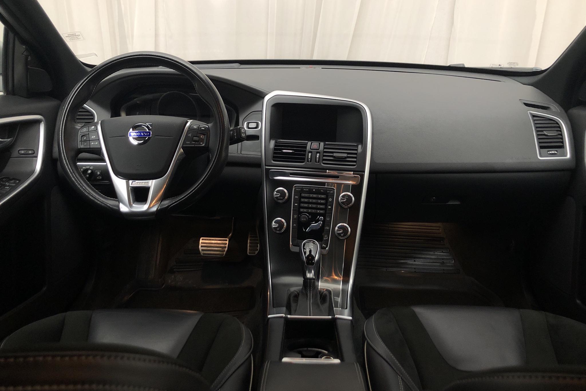 Volvo XC60 D4 AWD (190hk) - 8 391 mil - Automat - svart - 2016