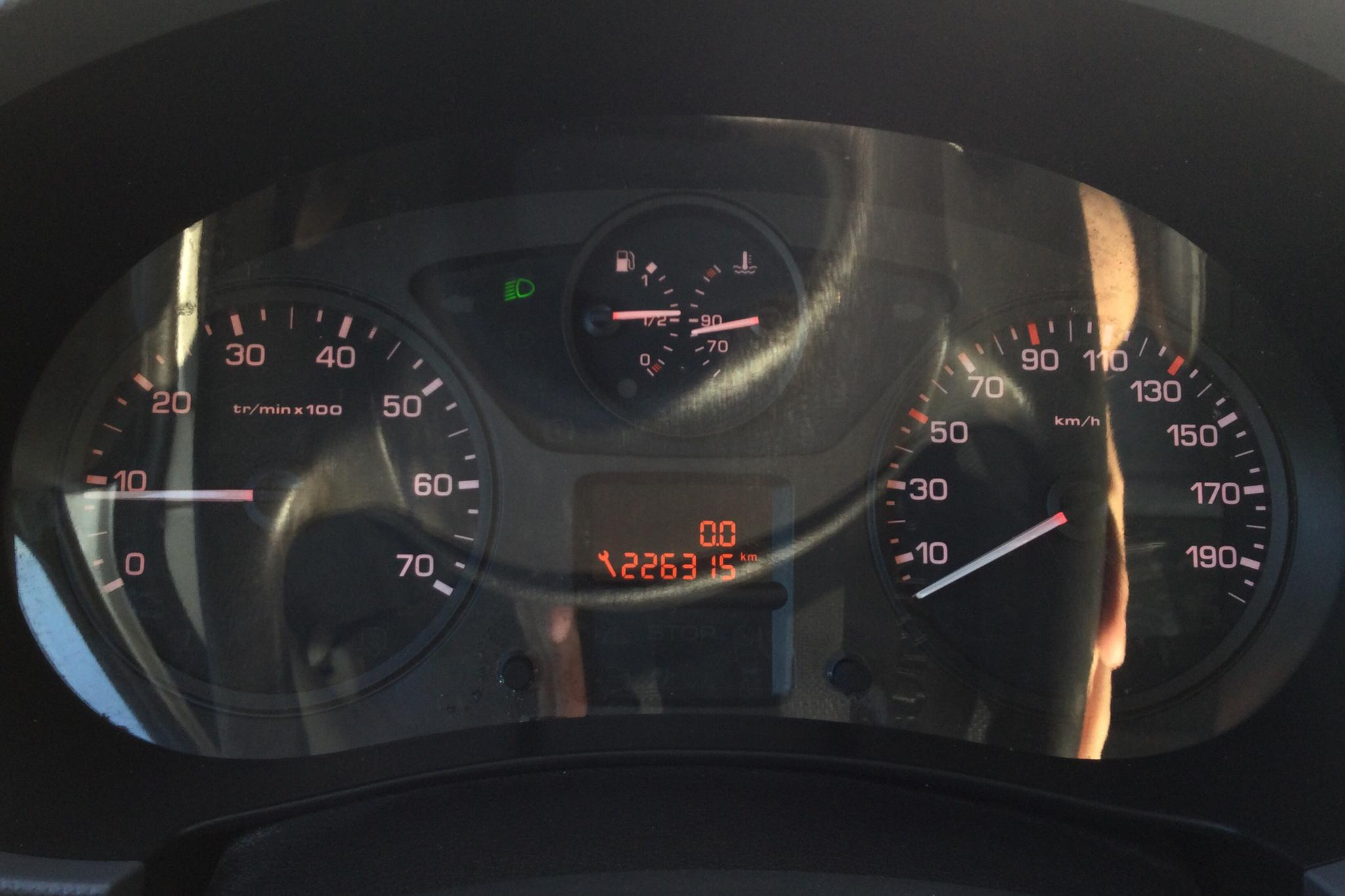 Peugeot Partner 1.6 HDI Skåp (90hk) - 22 631 mil - Manuell - vit - 2011