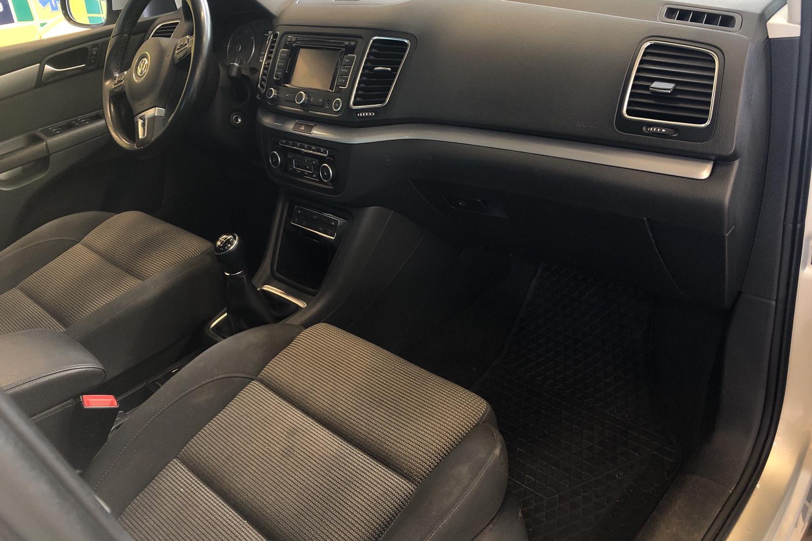 VW Sharan 2.0 TDI BlueMotion Technology 4motion (140hk) - 154 310 km - Manual - silver - 2012