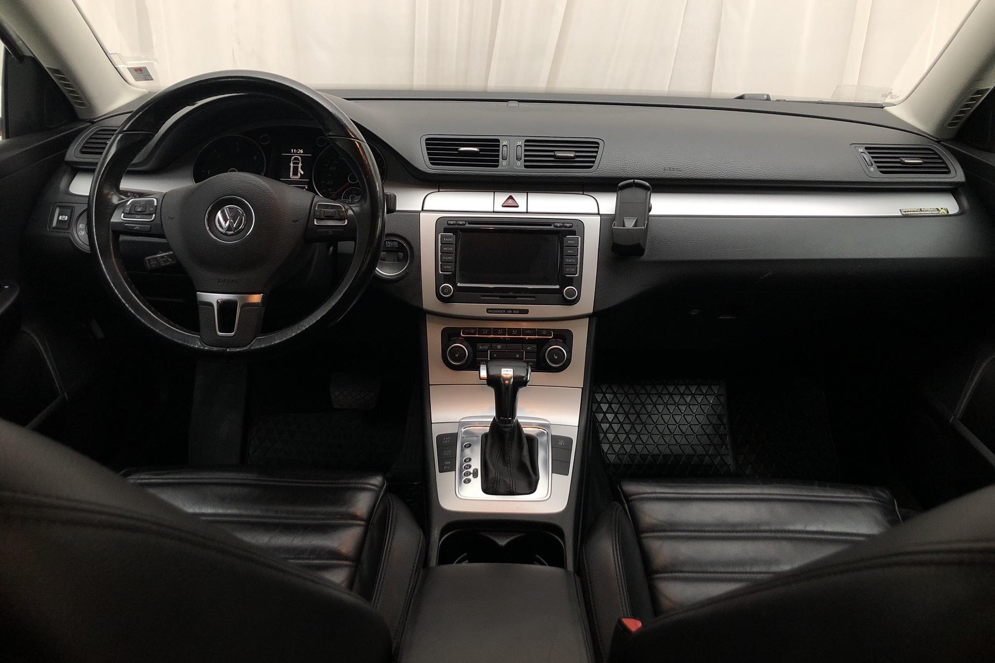 VW Passat 2.0 TDI 4-Motion Variant (170hk) - 292 360 km - Automatic - white - 2010