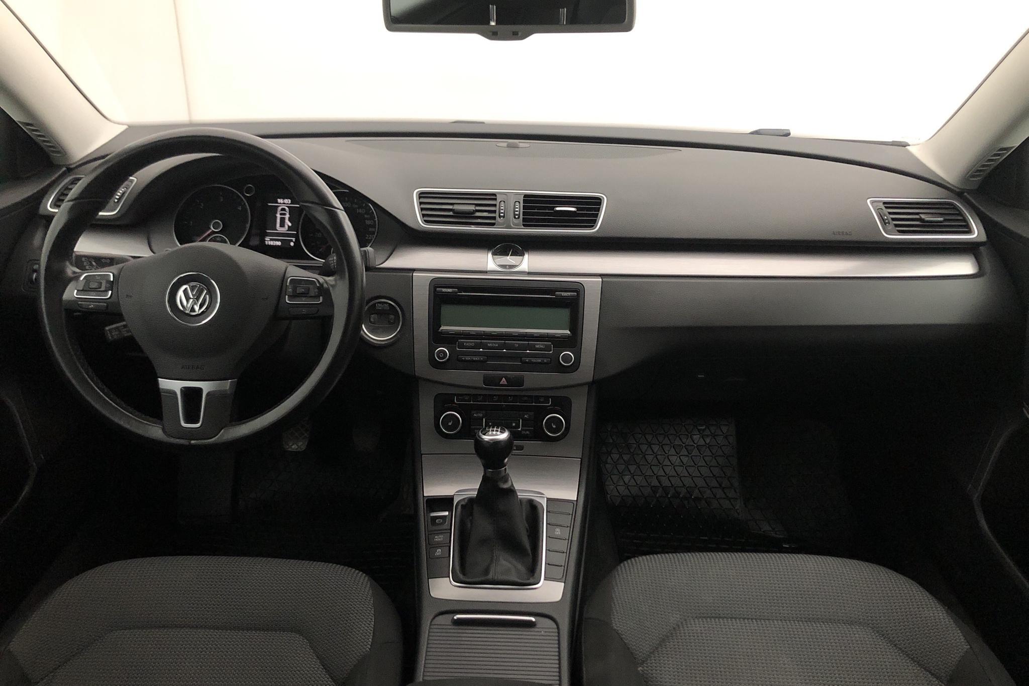 VW Passat 2.0 TDI BlueMotion Technology Variant (140hk) - 11 038 mil - Manuell - Light Grey - 2011