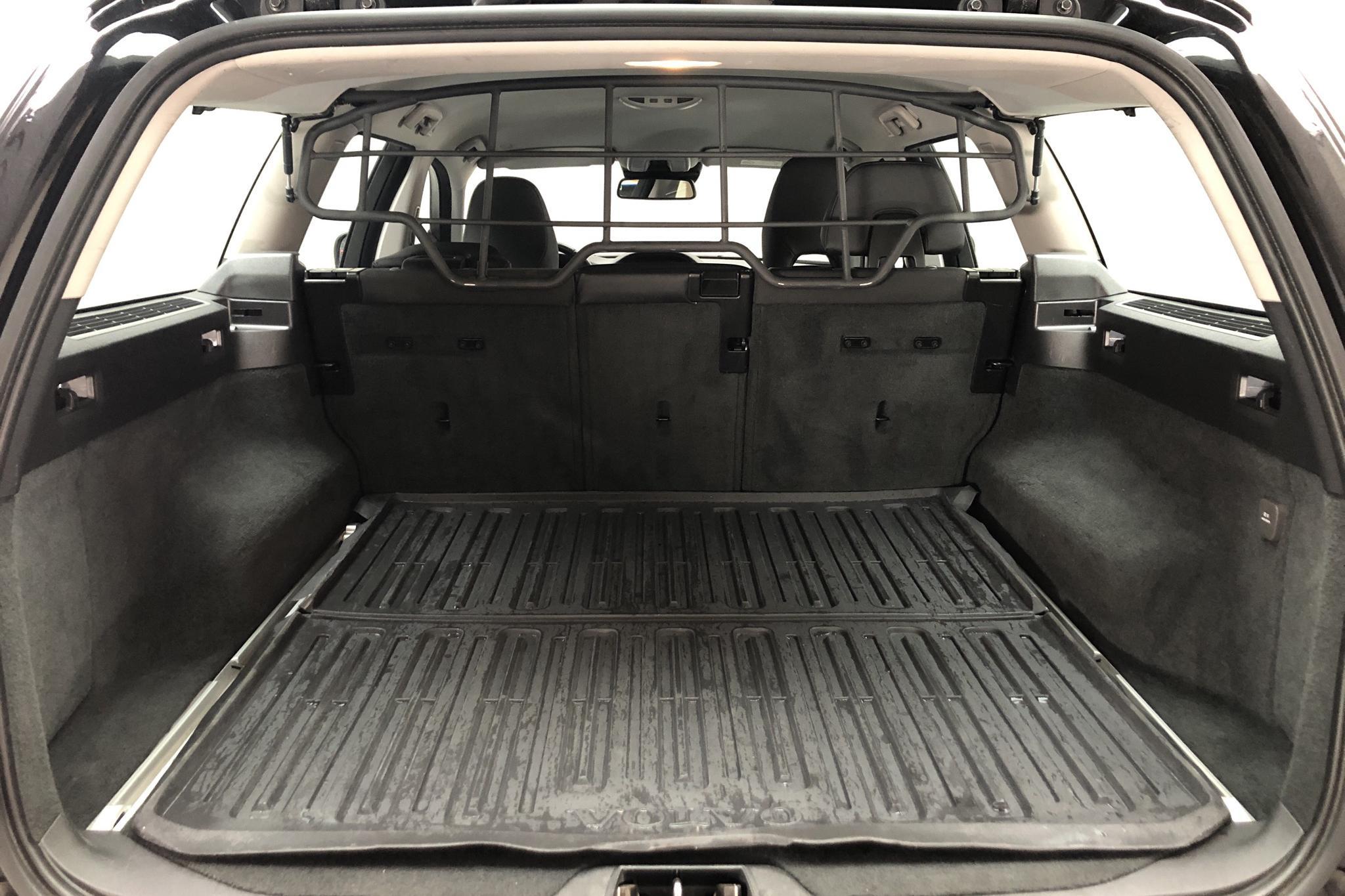 Volvo XC70 II D4 AWD (181hk) - 11 381 mil - Manuell - svart - 2016
