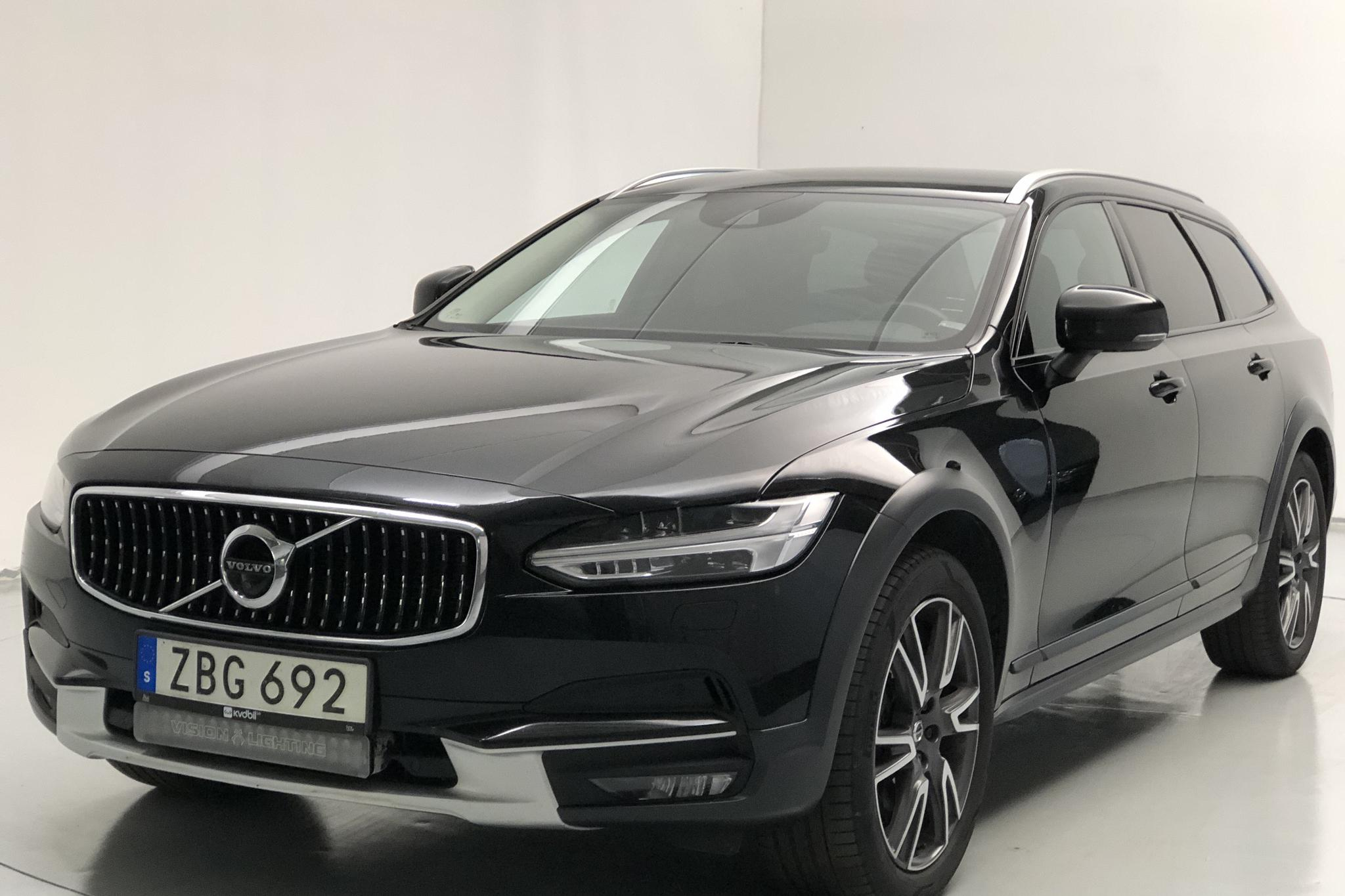 Volvo V90 T5 Cross Country AWD (250hk)