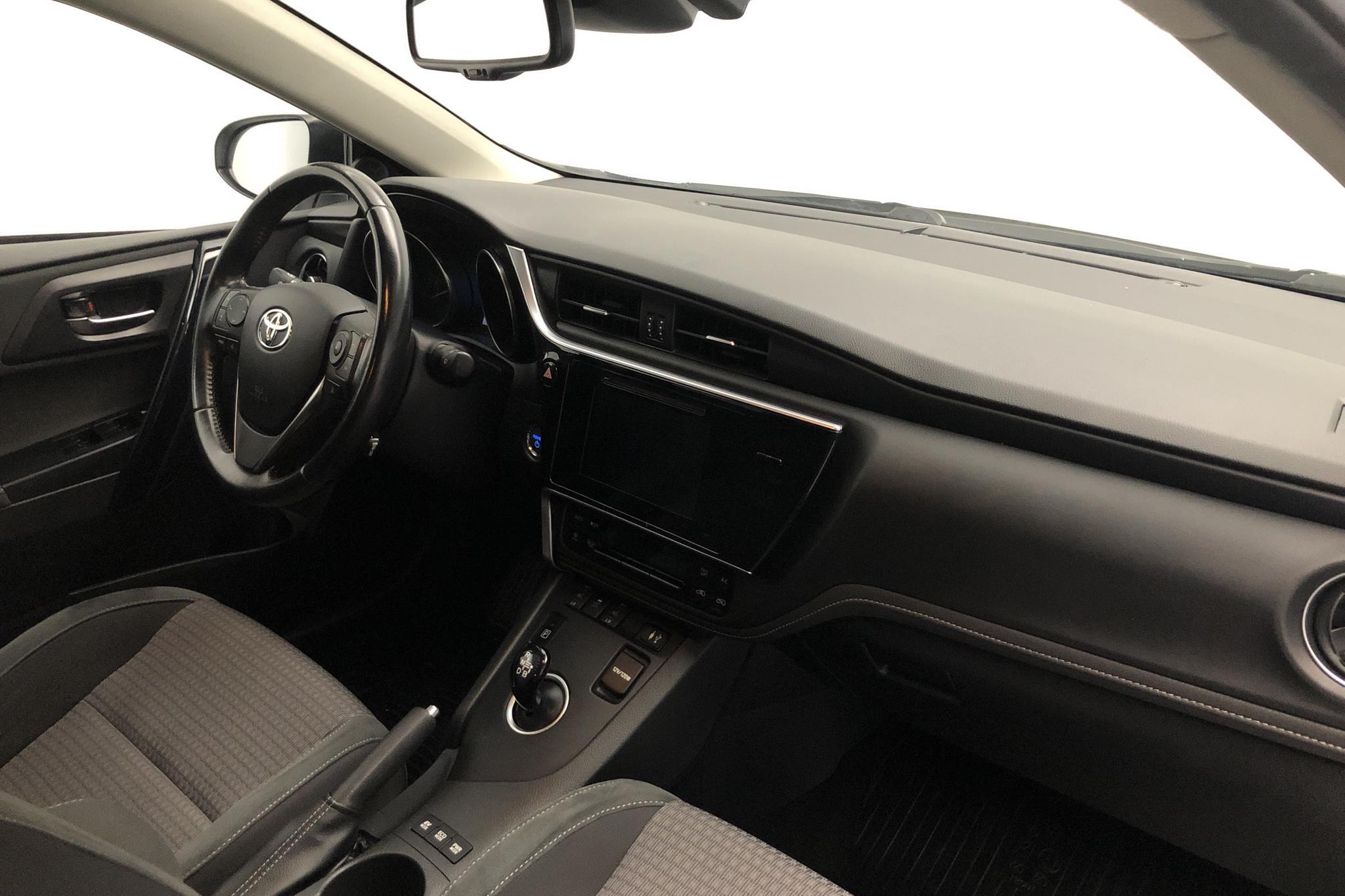 Toyota Auris 1.8 HSD Touring Sports (99hk) - 10 735 mil - Automat - vit - 2018