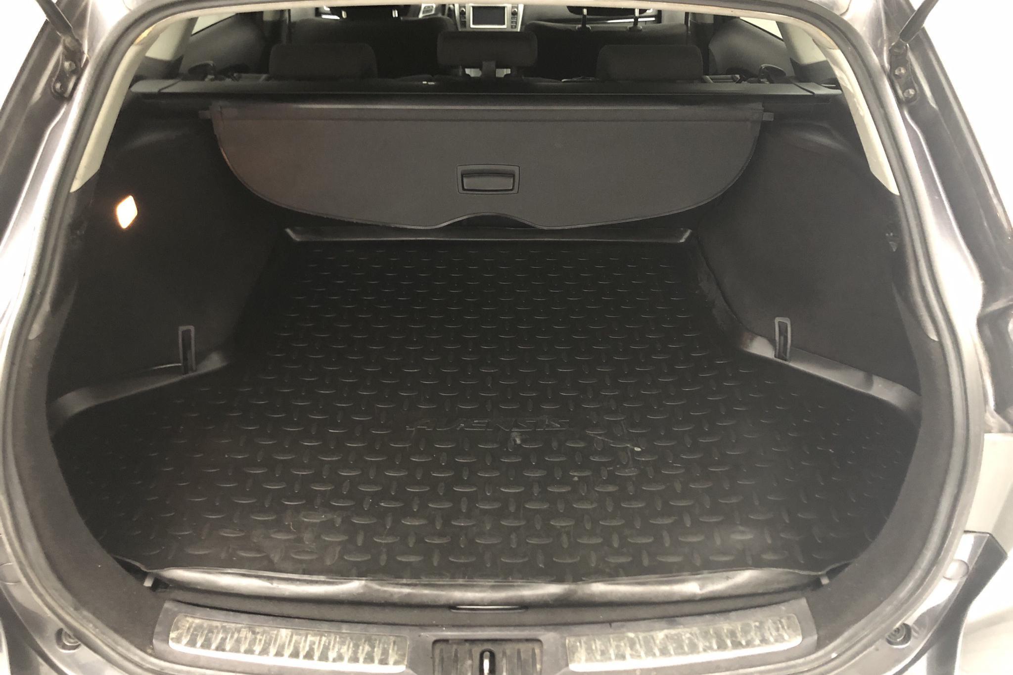 Toyota Avensis 2.0 D-4D Kombi (124hk) - 16 704 mil - Manuell - Dark Grey - 2012