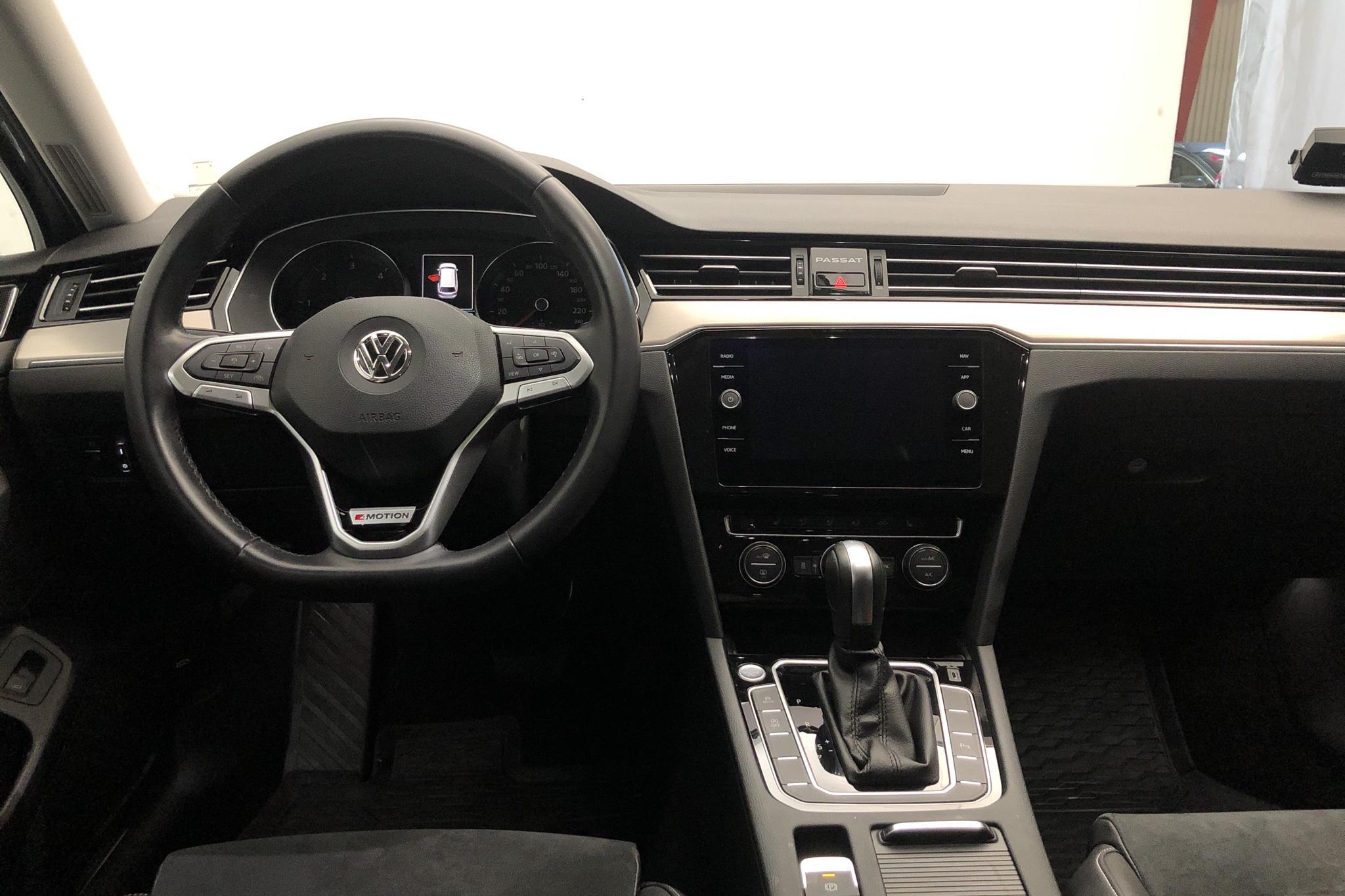 VW Passat 2.0 TDI Sportscombi 4MOTION (190hk) - 2 203 mil - Automat - silver - 2020
