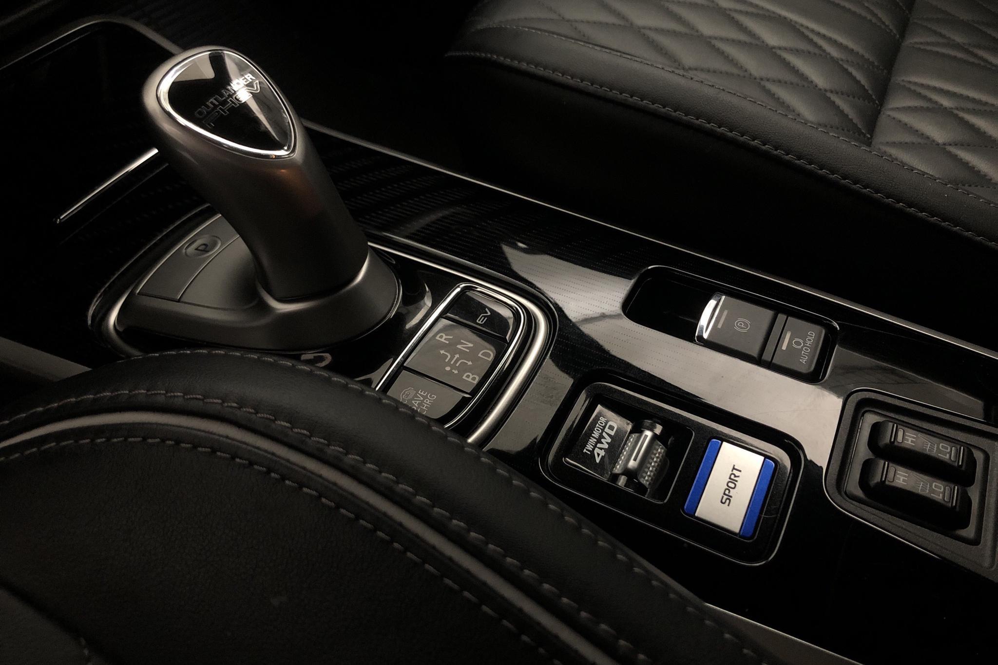 Mitsubishi Outlander 2.4 Plug-in Hybrid 4WD (136hk) - 40 290 km - Automatic - black - 2020