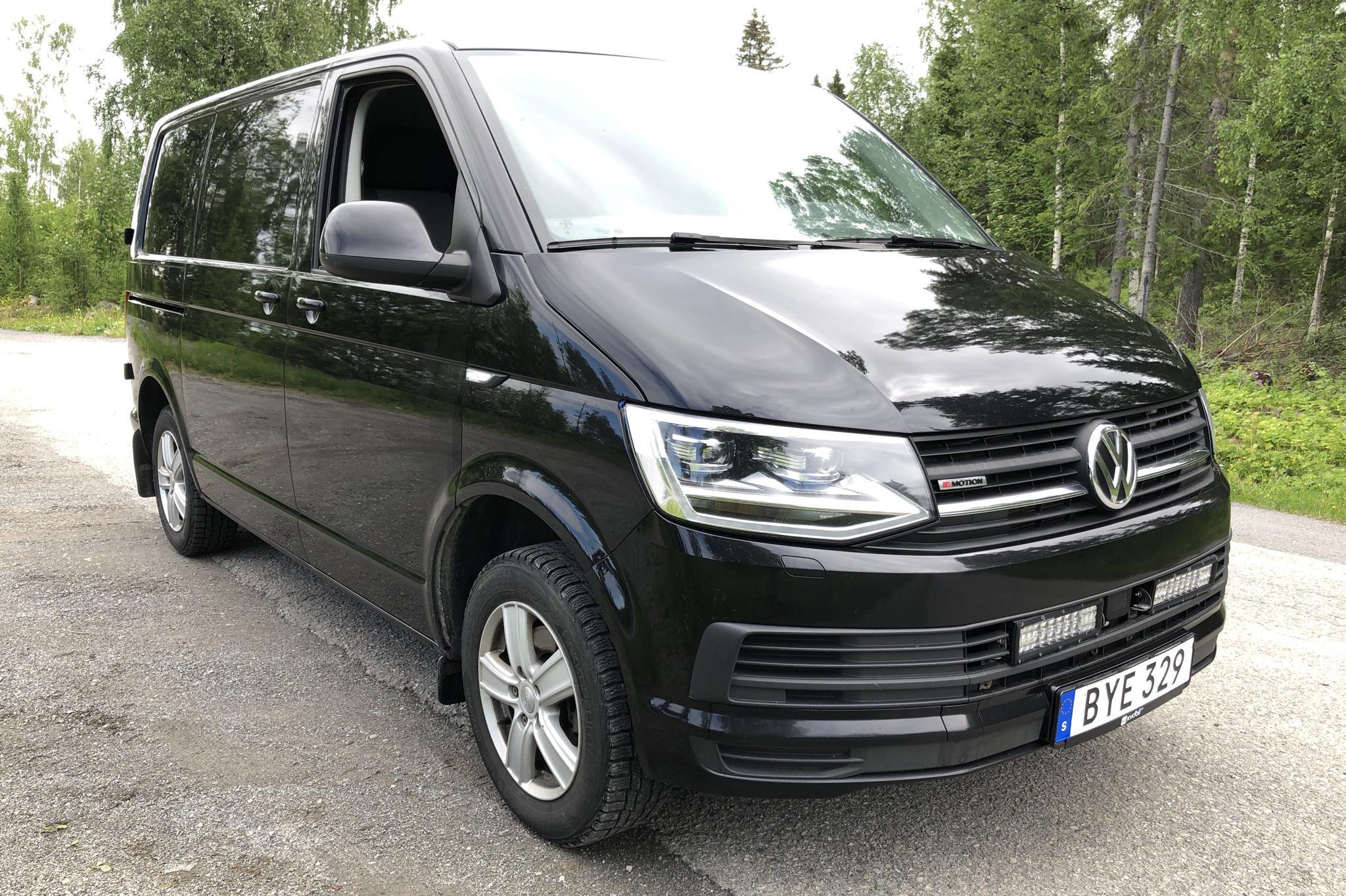 VW Transporter T6 2.0 TDI BMT Skåp 4MOTION (150hk) - 15 711 mil - Automat - svart - 2017