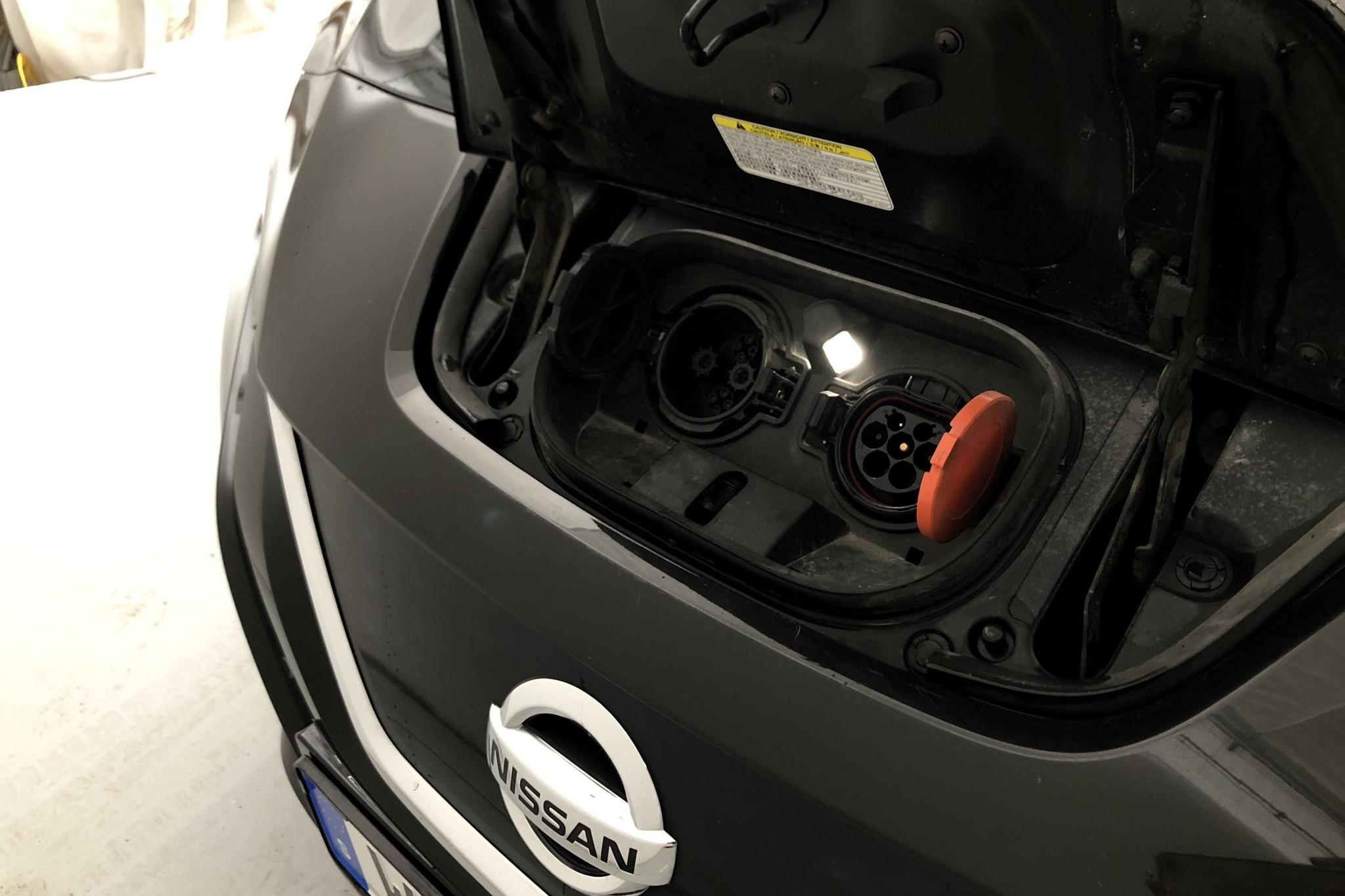 Nissan LEAF 5dr 40 kWh (150hk) - 139 520 km - Automatic - black - 2018