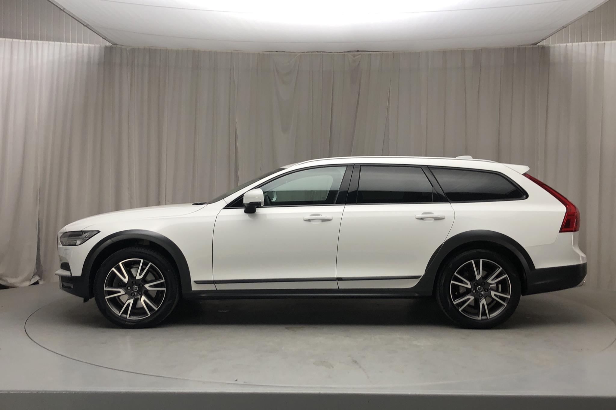 Volvo V90 D4 Cross Country AWD (190hk) - 49 690 km - Automatic - white - 2019