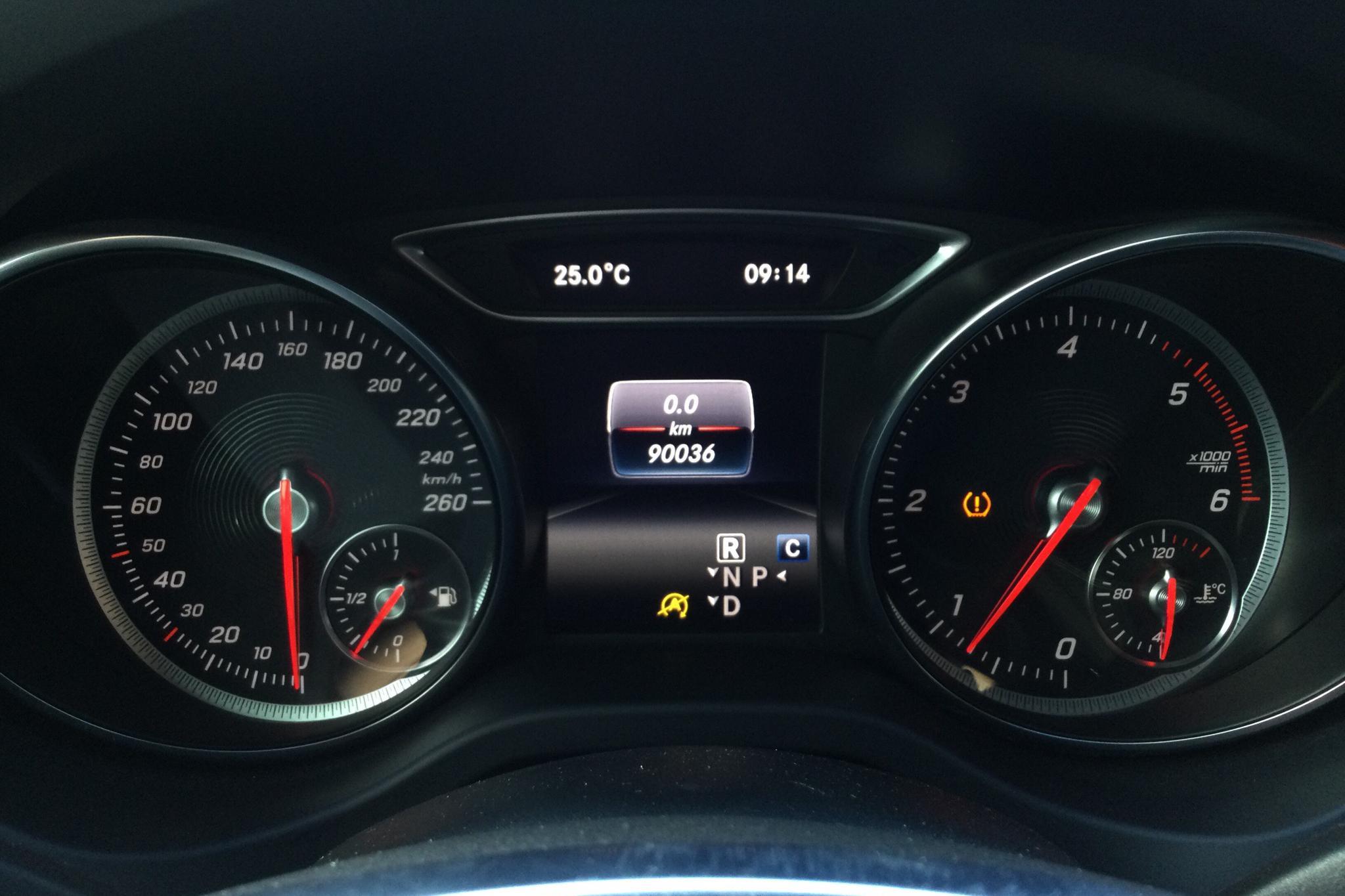 Mercedes CLA 220 d Coupé C117 (177hk) - 9 003 mil - Automat - röd - 2018
