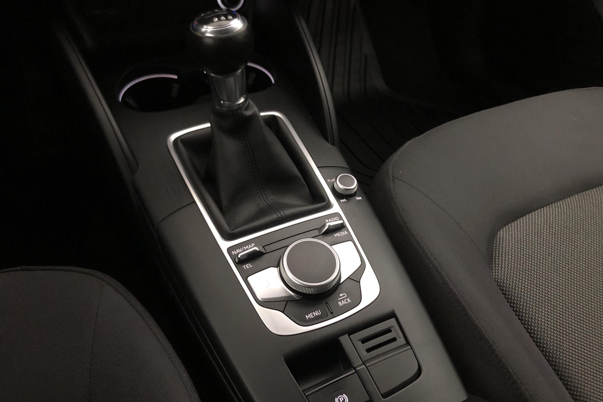 Audi A3 1.0 TFSI Sportback (116hk) - 7 132 mil - Manuell - vit - 2017