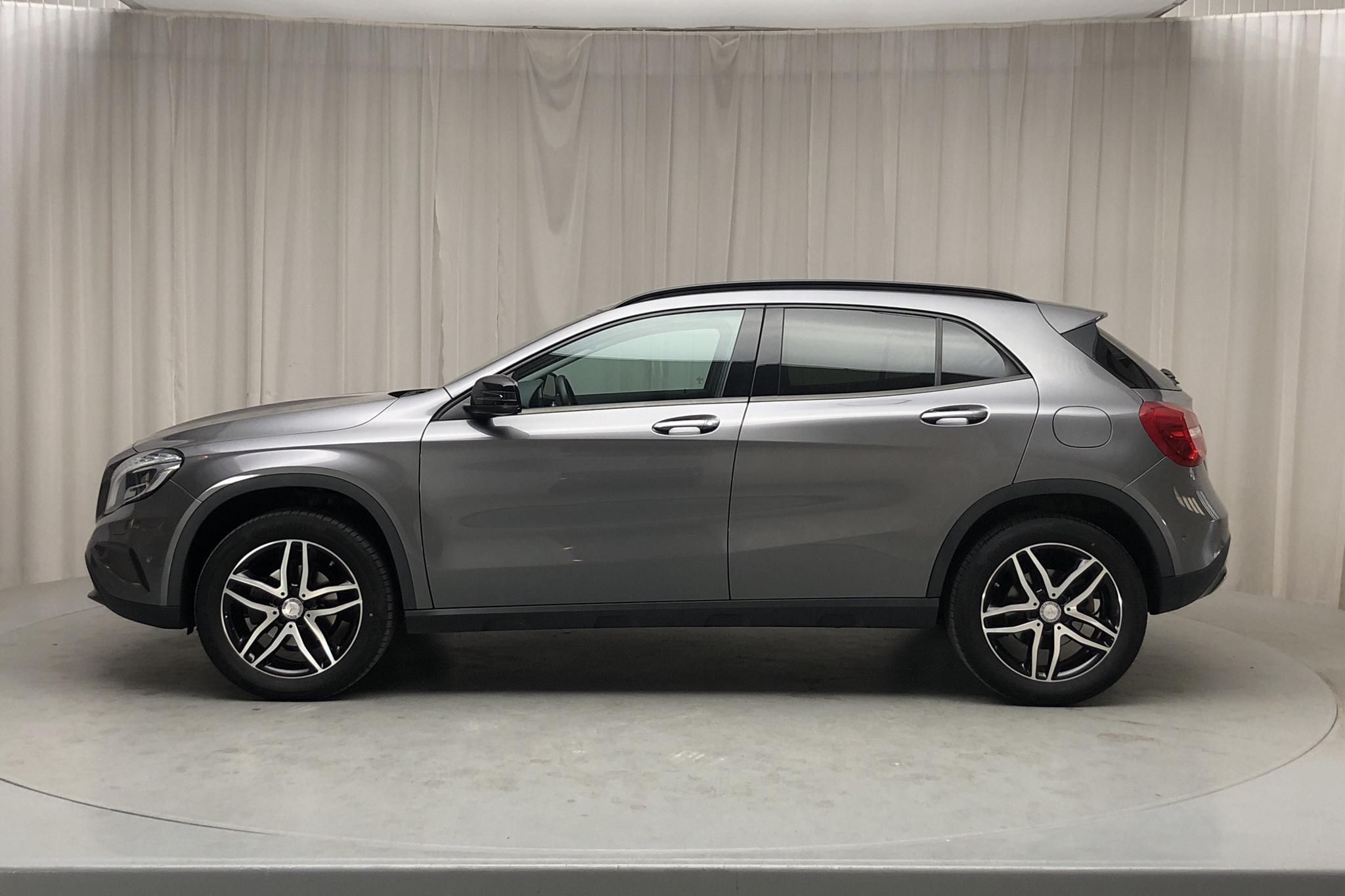 Mercedes GLA 200 X156 (156hk) - 7 116 mil - Manuell - Dark Grey - 2016