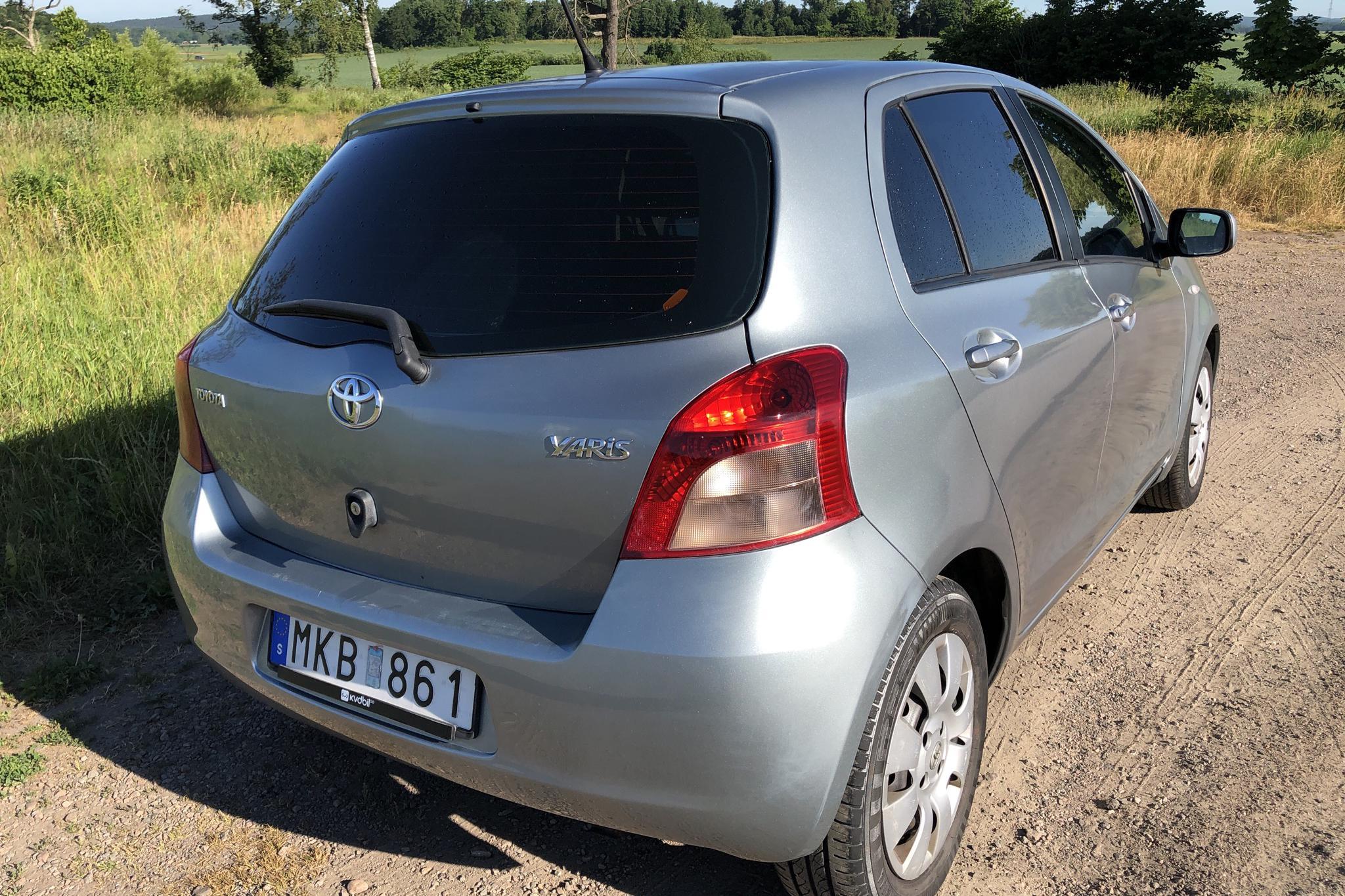 Toyota Yaris 1.3 5dr (87hk) - 136 130 km - Manual - gray - 2006
