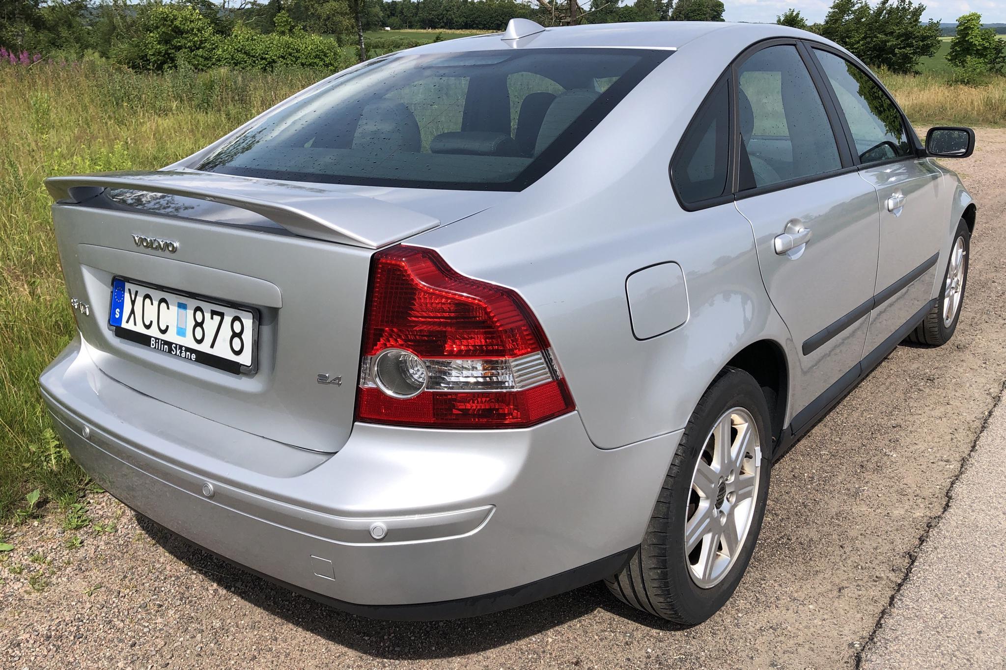 Volvo S40 2.4 (140hk) - 104 720 km - Manual - Light Grey - 2006