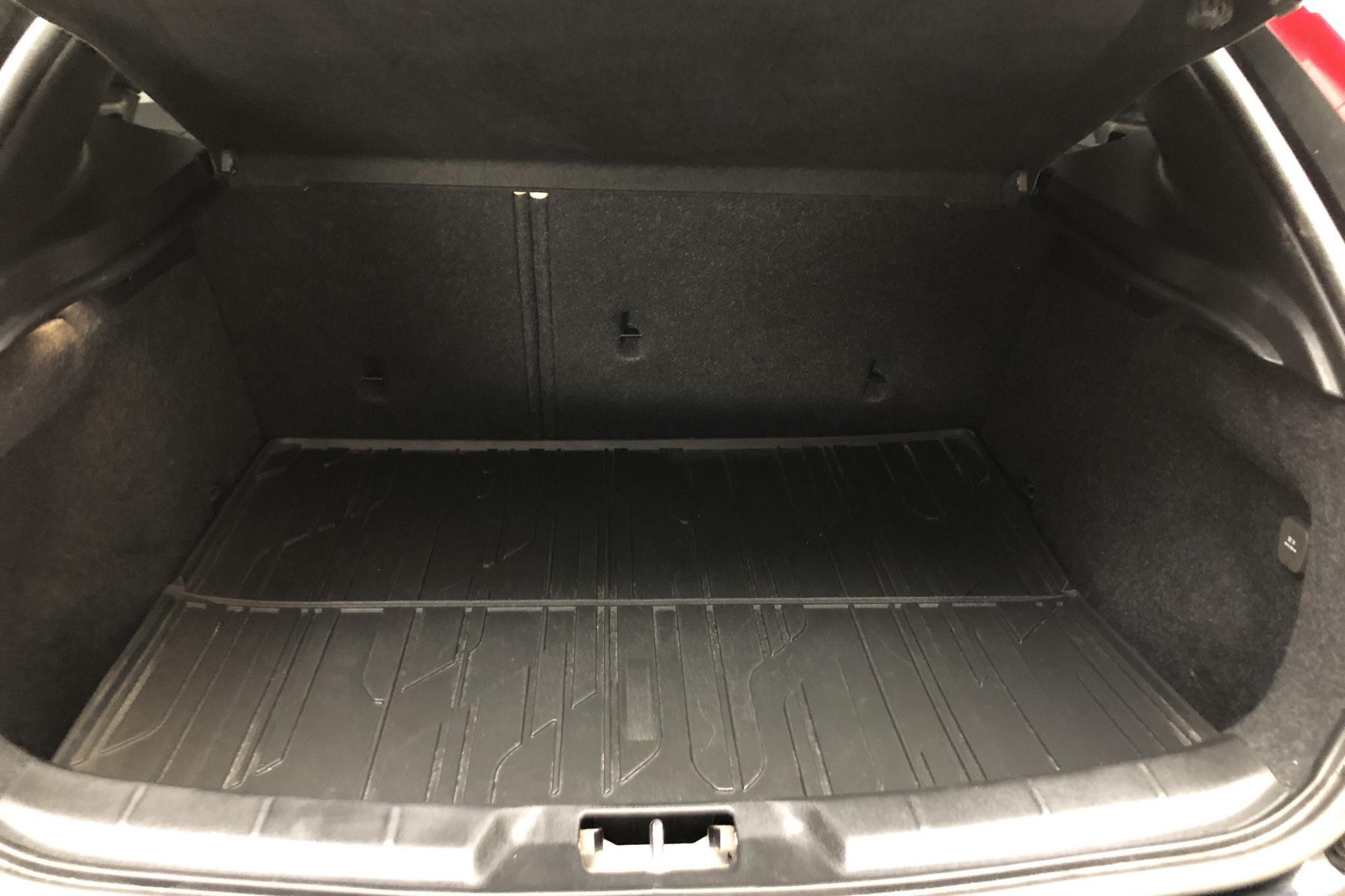 Volvo V40 D4 (190hk) - 13 333 mil - Automat - svart - 2015