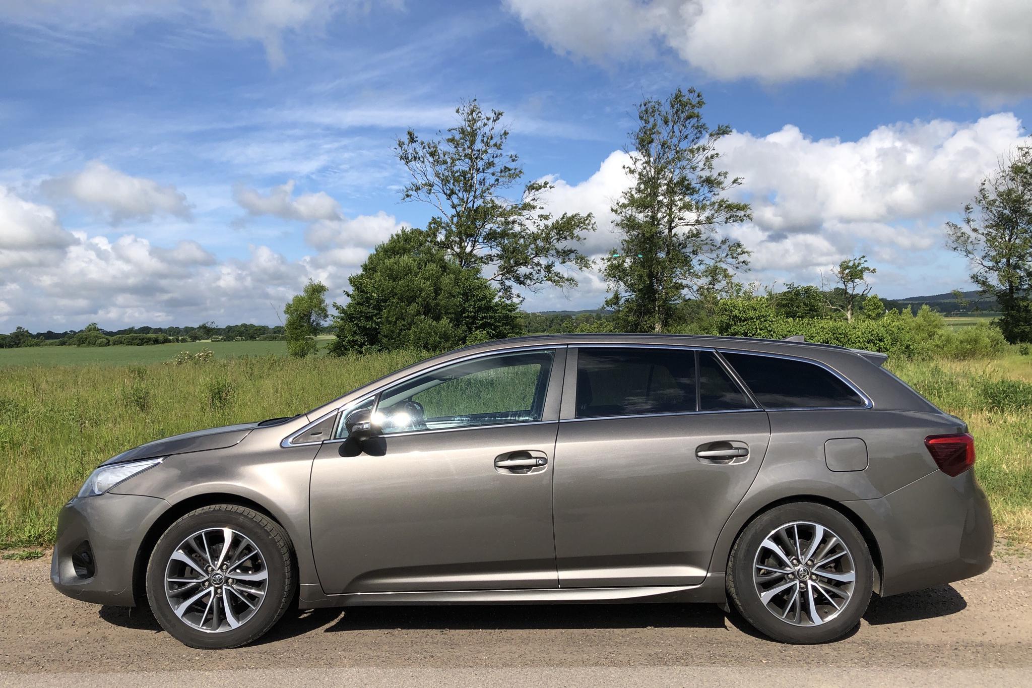 Toyota Avensis 1.8 Touring Sports (147hk) - 11 750 mil - Automat - Dark Grey - 2017