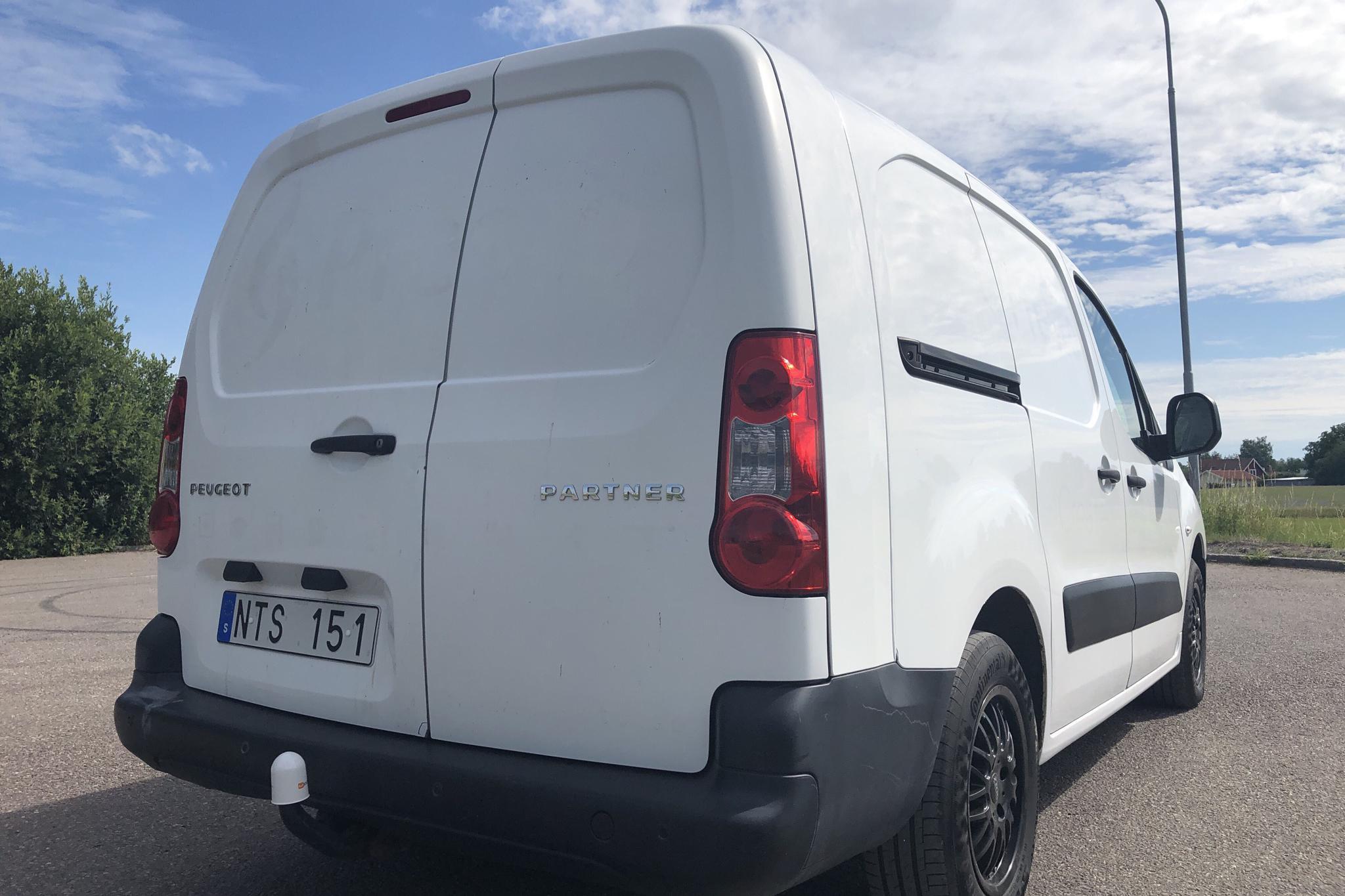 Peugeot Partner 1.6 HDI Skåp (90hk) - 13 623 mil - Manuell - vit - 2011