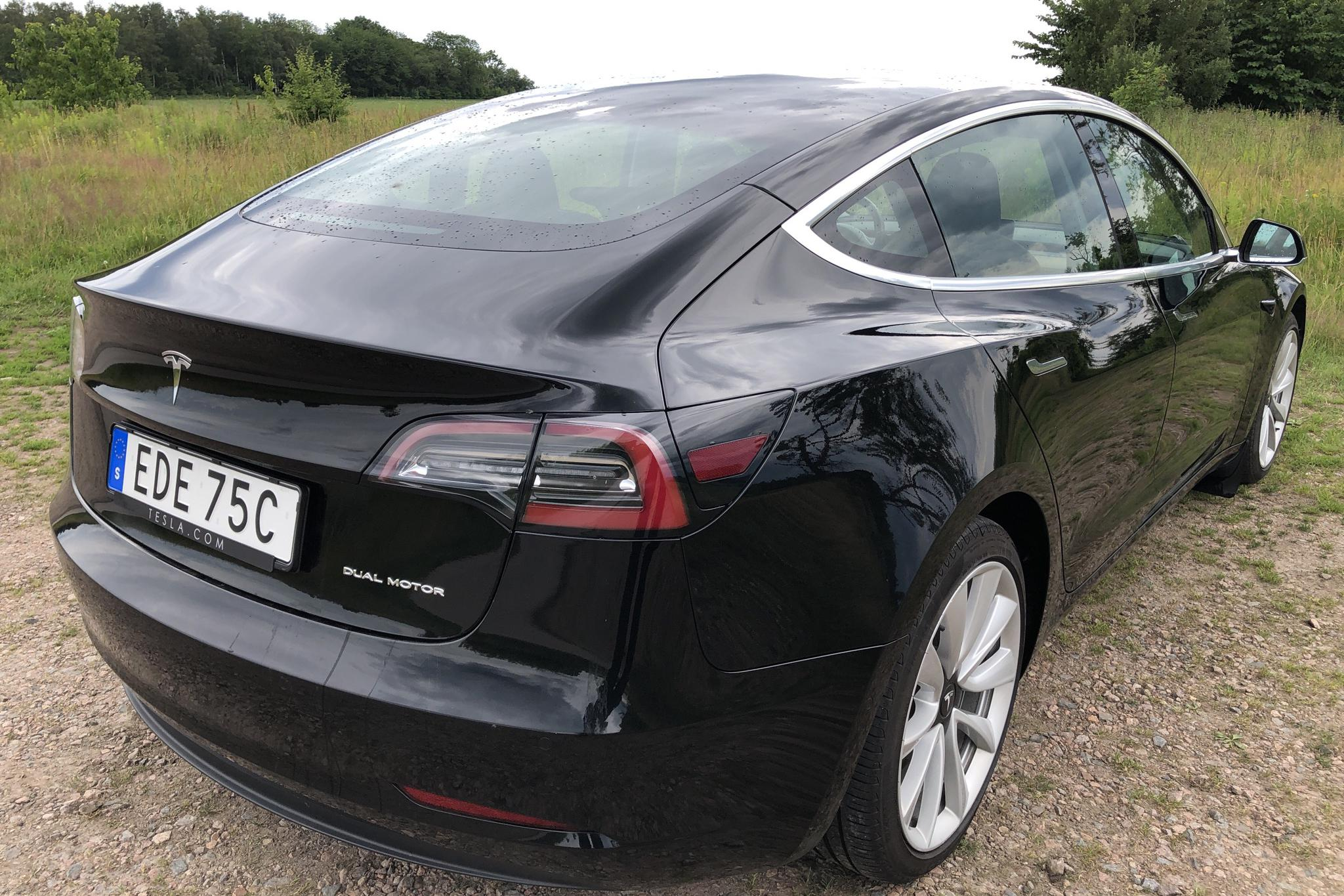 Tesla Model 3 Long Range AWD - 84 810 km - Automatic - black - 2019