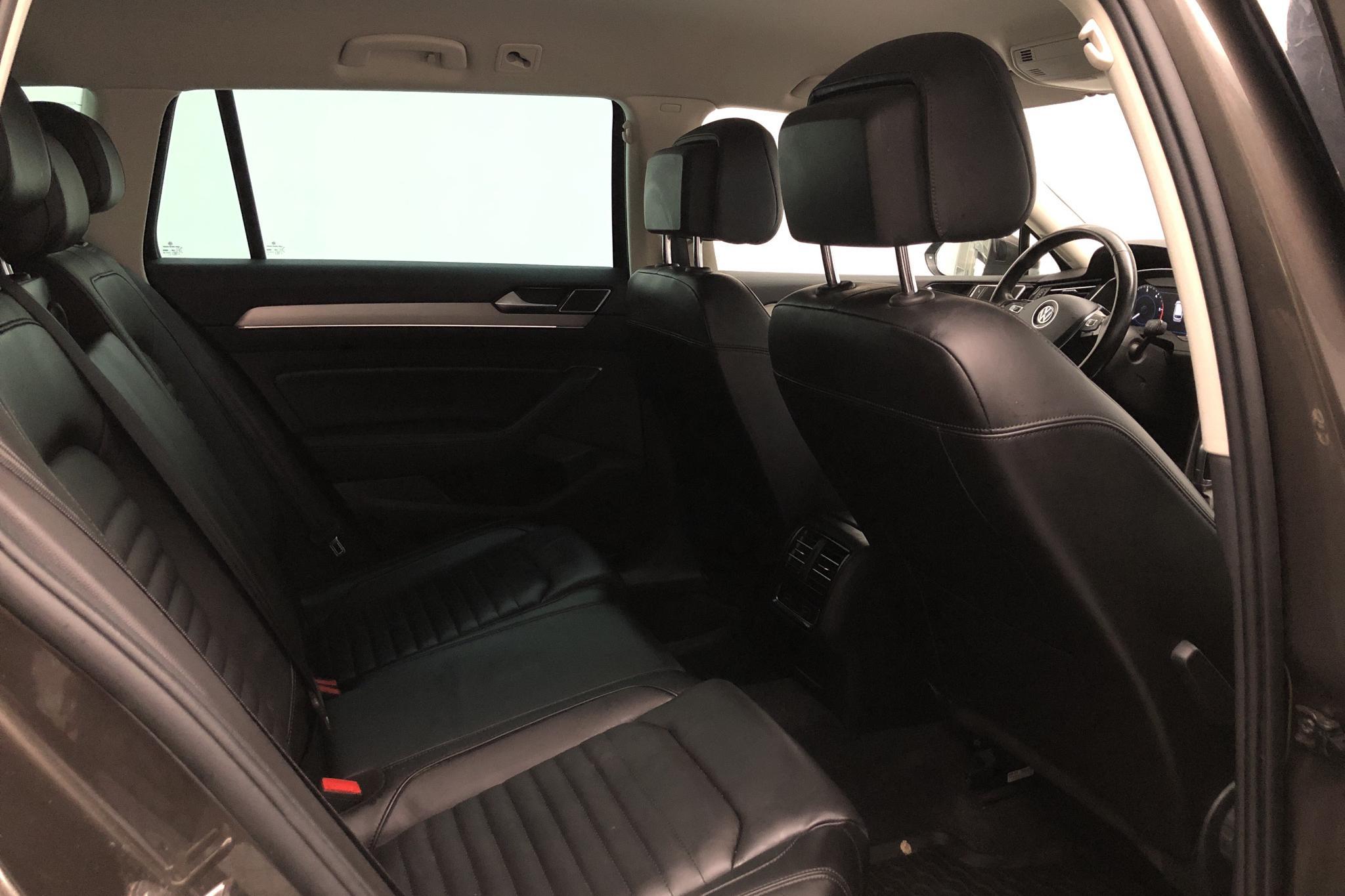 VW Passat 2.0 TDI Sportscombi 4MOTION (190hk) - 8 436 mil - Automat - Dark Brown - 2018