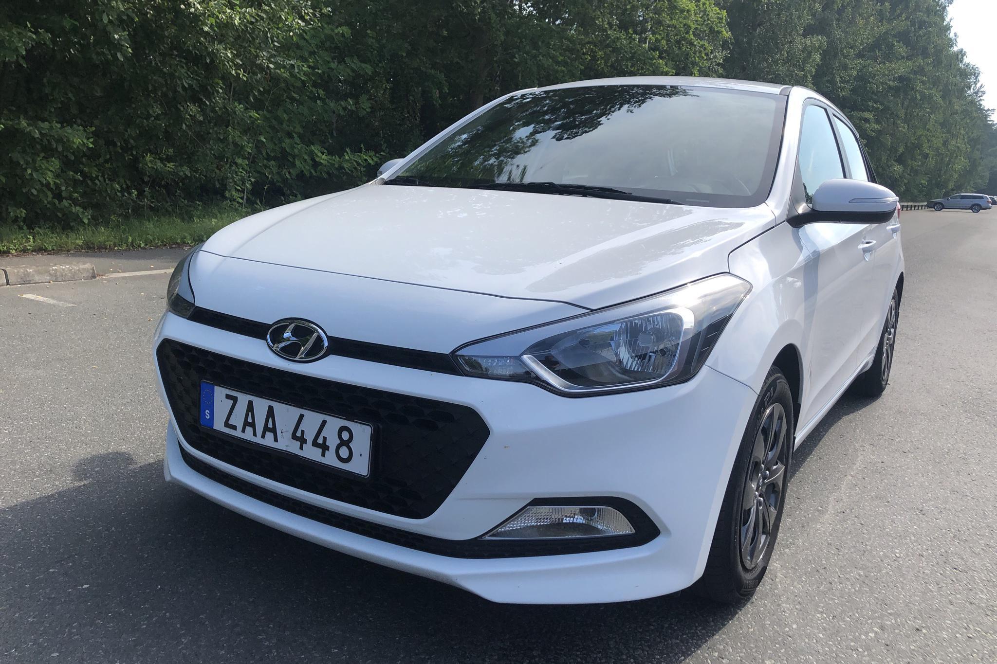 Hyundai i20 1.2 (75hk) - 35 050 km - Manual - white - 2018