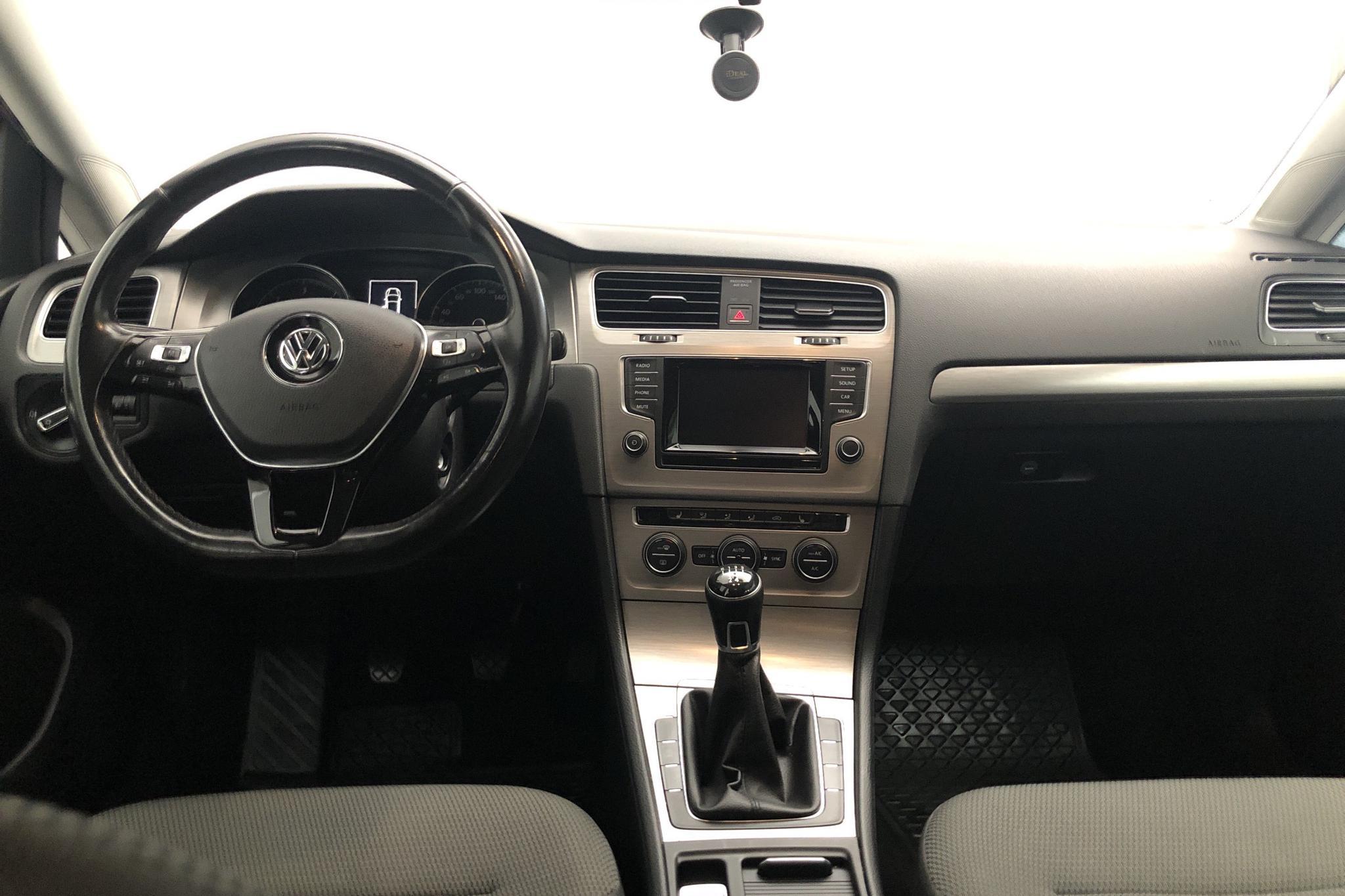 VW Golf VII 1.6 TDI BlueMotion Technology Sportscombi (105hk) - 160 980 km - Manual - red - 2014