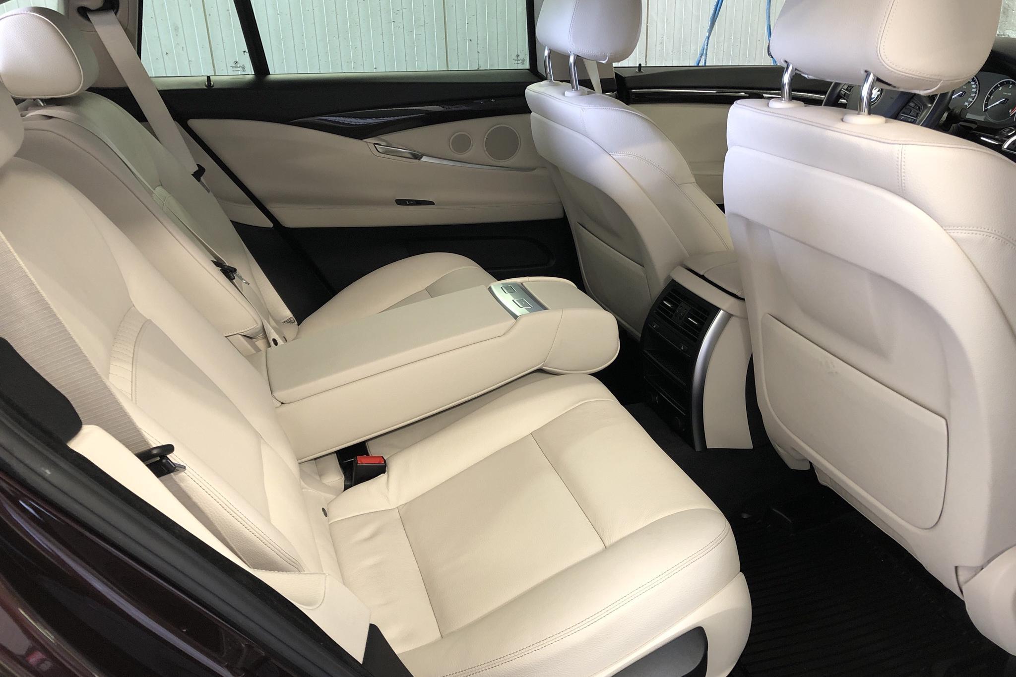 BMW 530d GT xDrive, F07 (258hk) - 7 065 mil - Automat - röd - 2015
