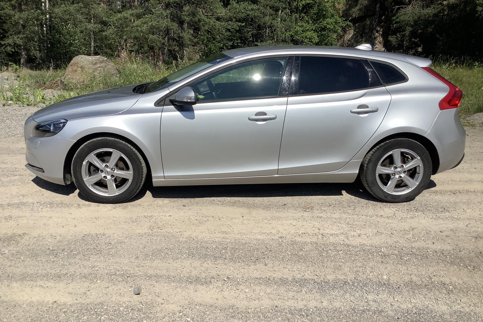 Volvo V40 D2 (120hk) - 3 405 mil - Manuell - silver - 2017