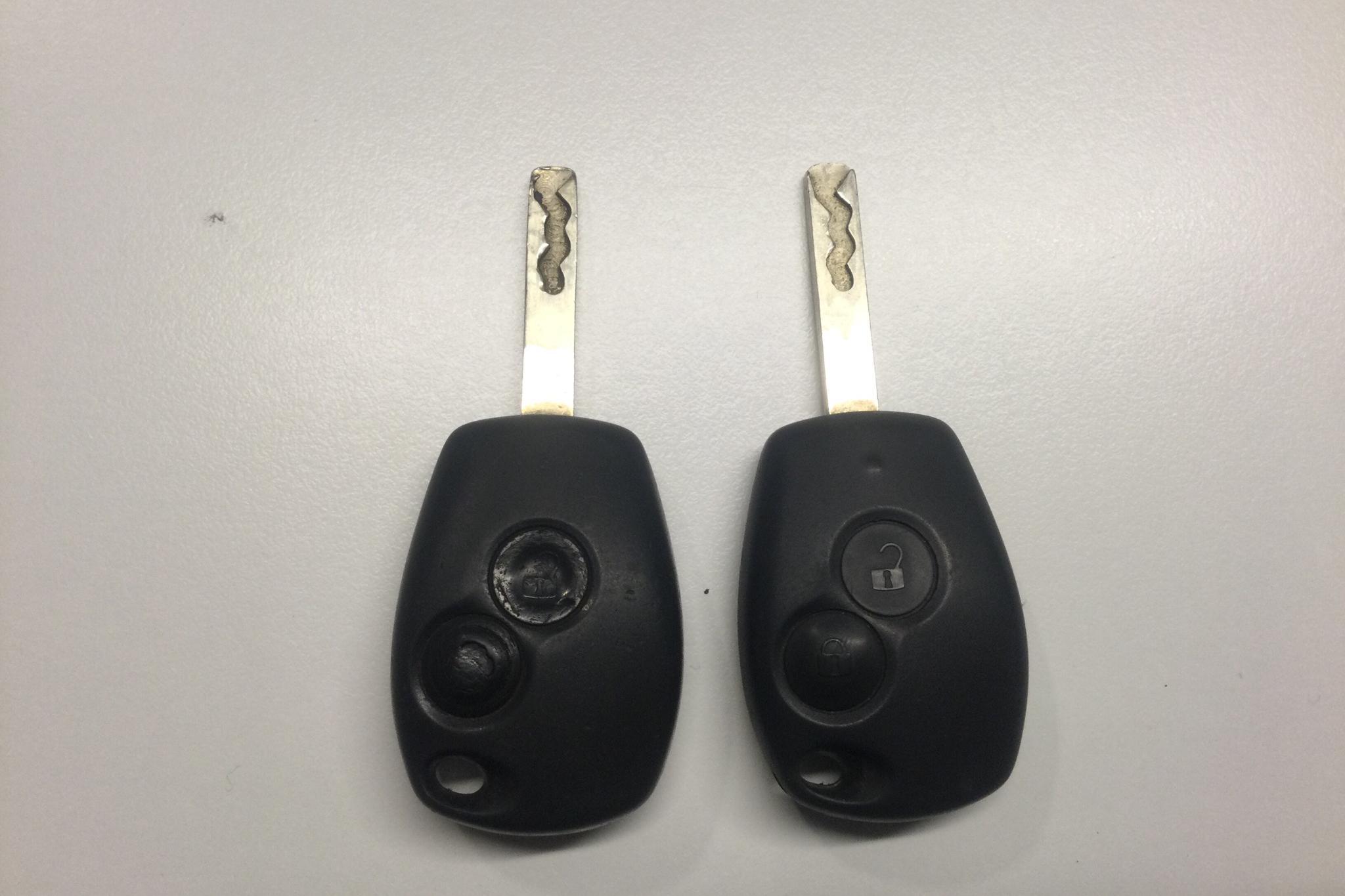 Renault Master 2.3 dCi Pickup/Chassi 2WD (125hk) - 232 180 km - Manual - white - 2011