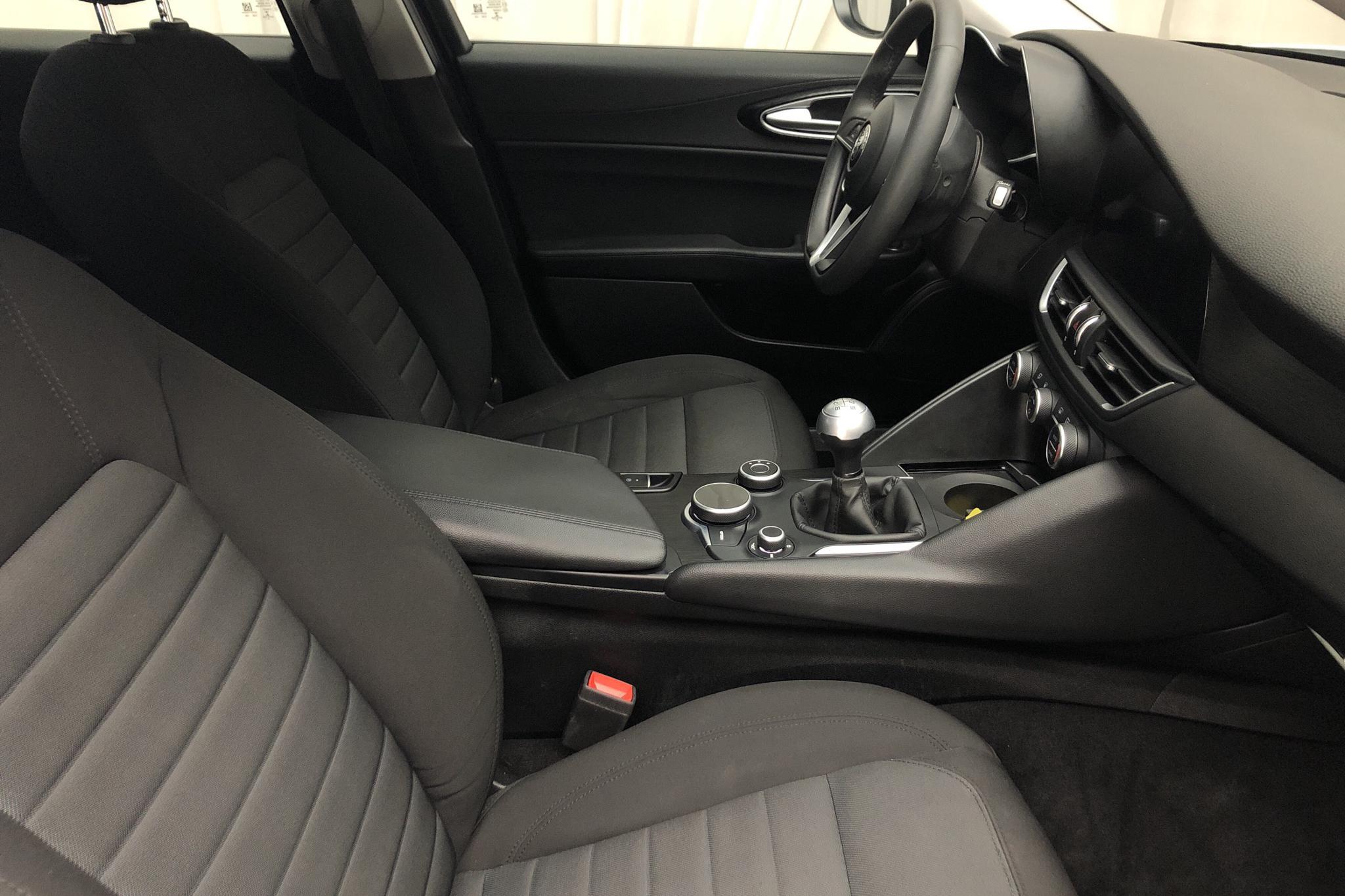 Alfa Romeo Giulia 2.2 JTDM (150hk) - 6 950 mil - Manuell - vit - 2017