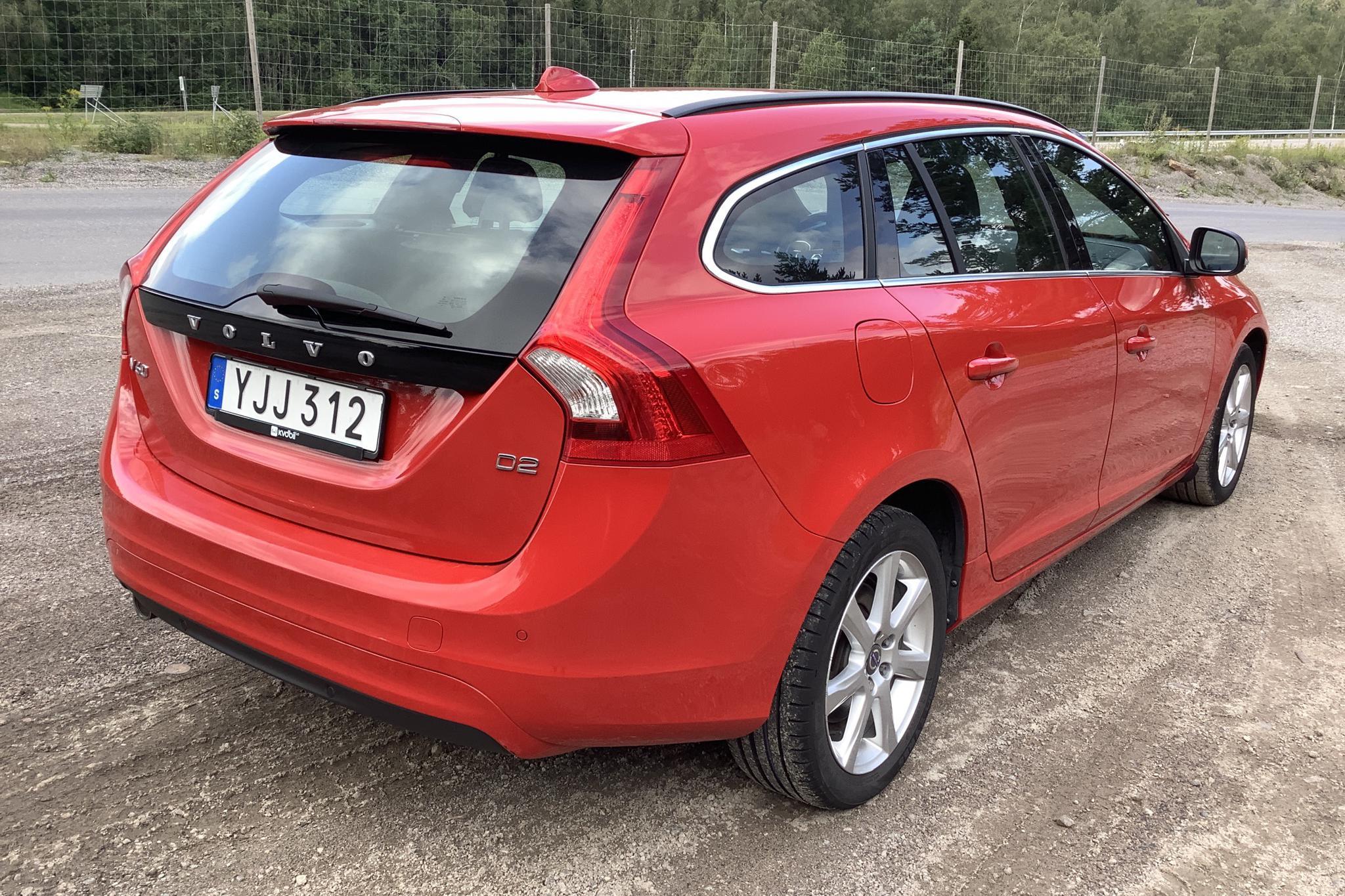 Volvo V60 D2 (120hk) - 9 029 mil - Manuell - röd - 2017