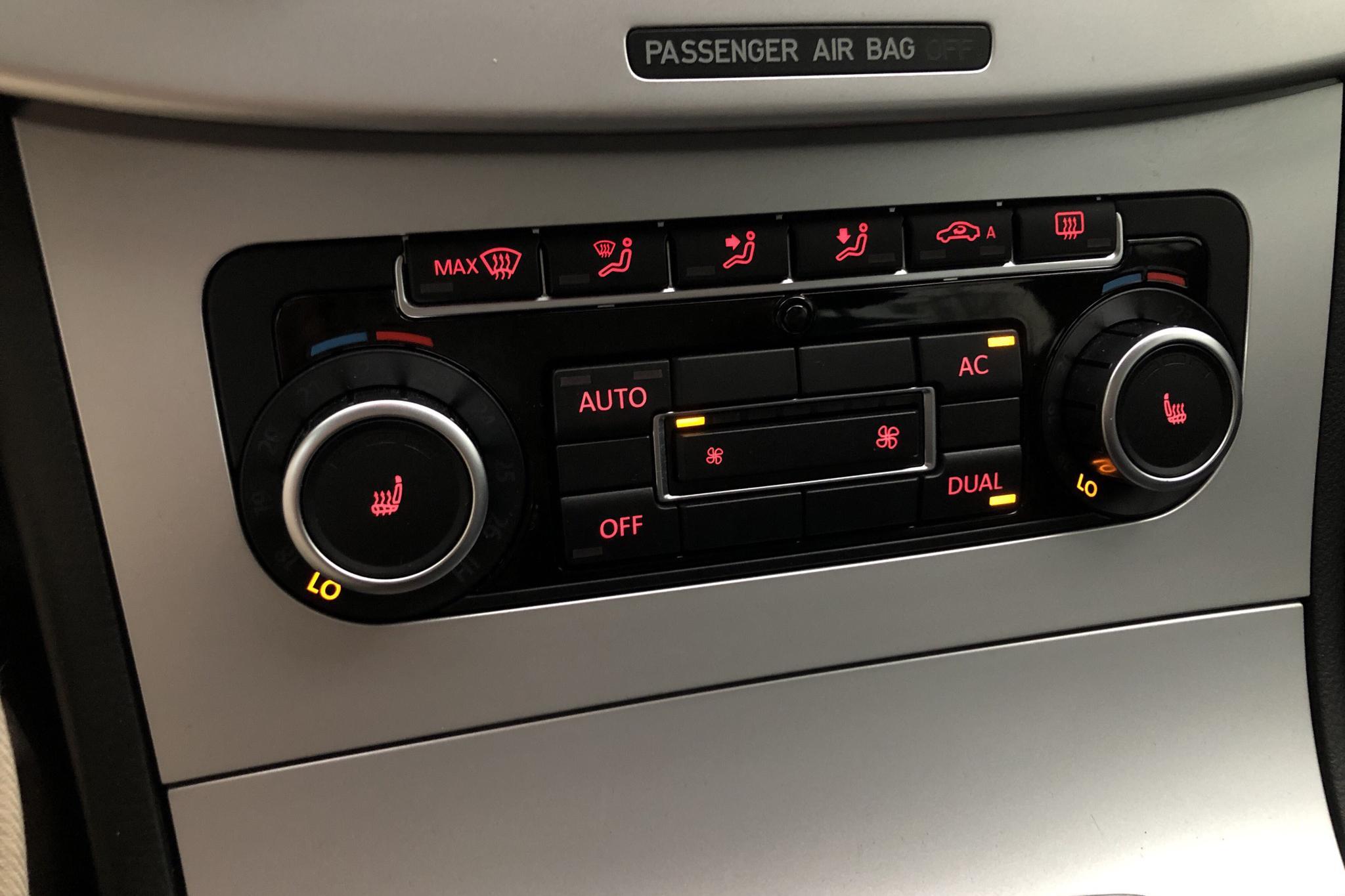VW Passat 1.4 TSI EcoFuel Variant (150hk) - 152 800 km - Automatic - silver - 2010