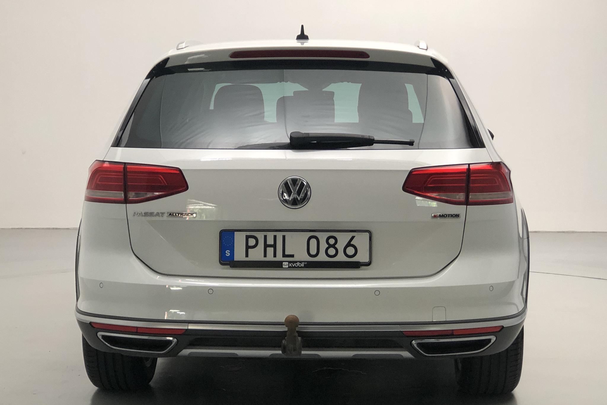 VW Passat 2.0 TDI Sportscombi 4MOTION (190hk) - 8 143 mil - Automat - vit - 2018