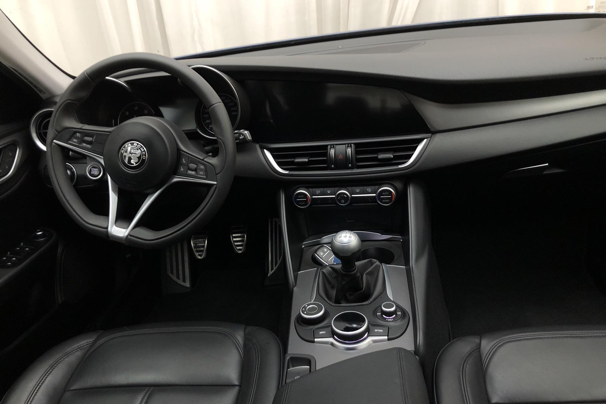 Alfa Romeo Giulia 2.2 (180hk) - 5 064 mil - Manuell - 2017
