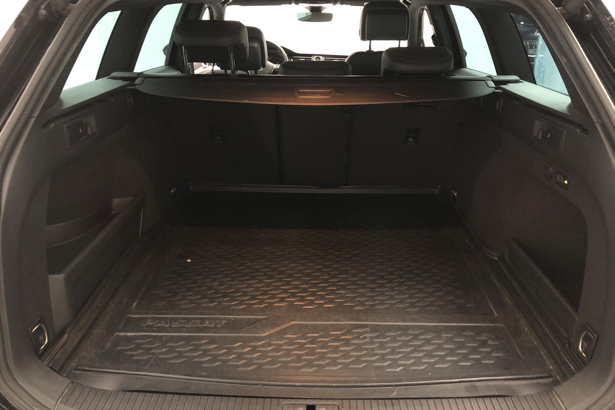 VW Passat 1.4 Plug-in-Hybrid Sportscombi (218hk) - 123 820 km - Automatic - black - 2017