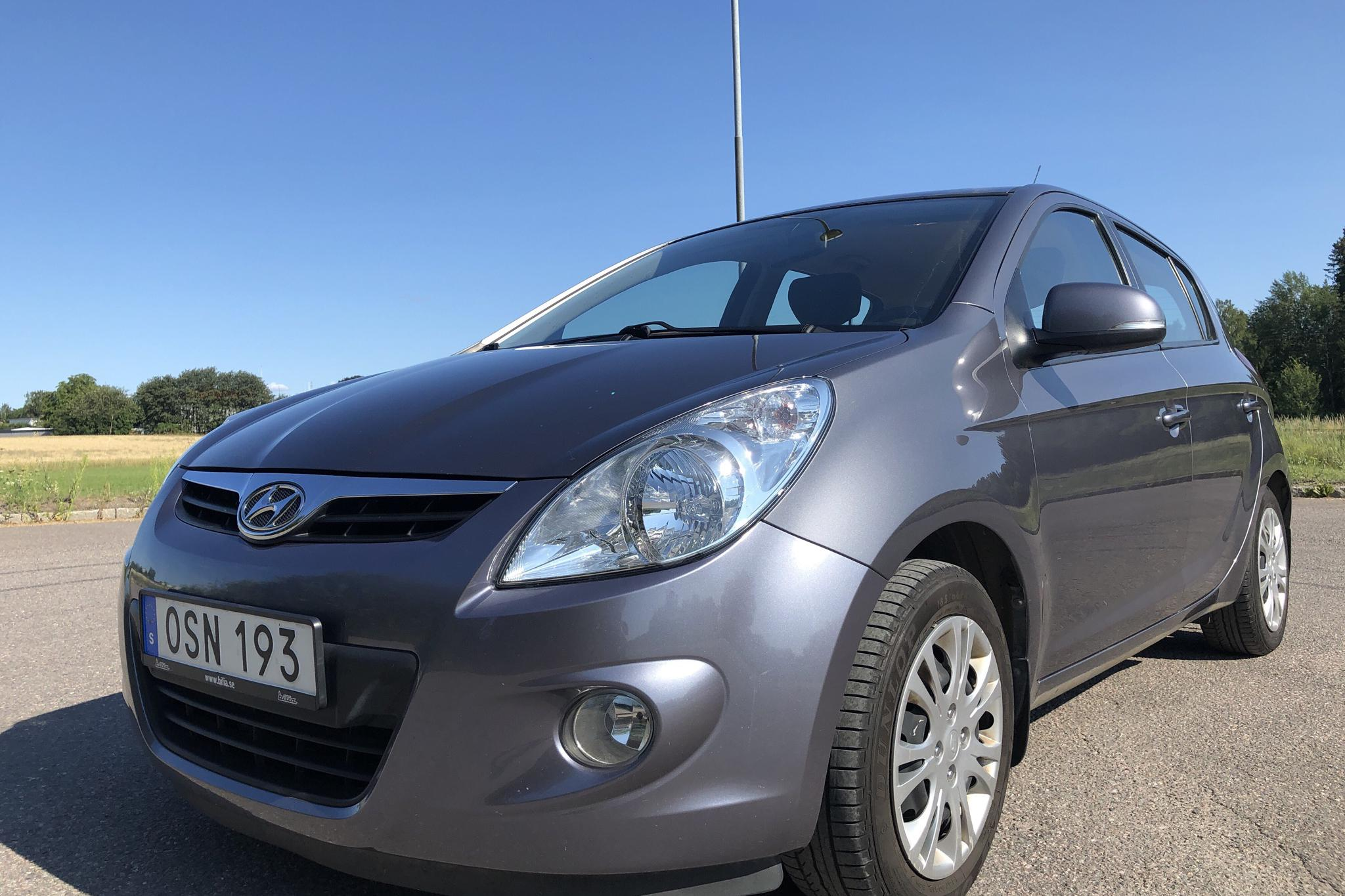 Hyundai i20 1.2 (78hk) - 53 830 km - Manual - Dark Grey - 2012