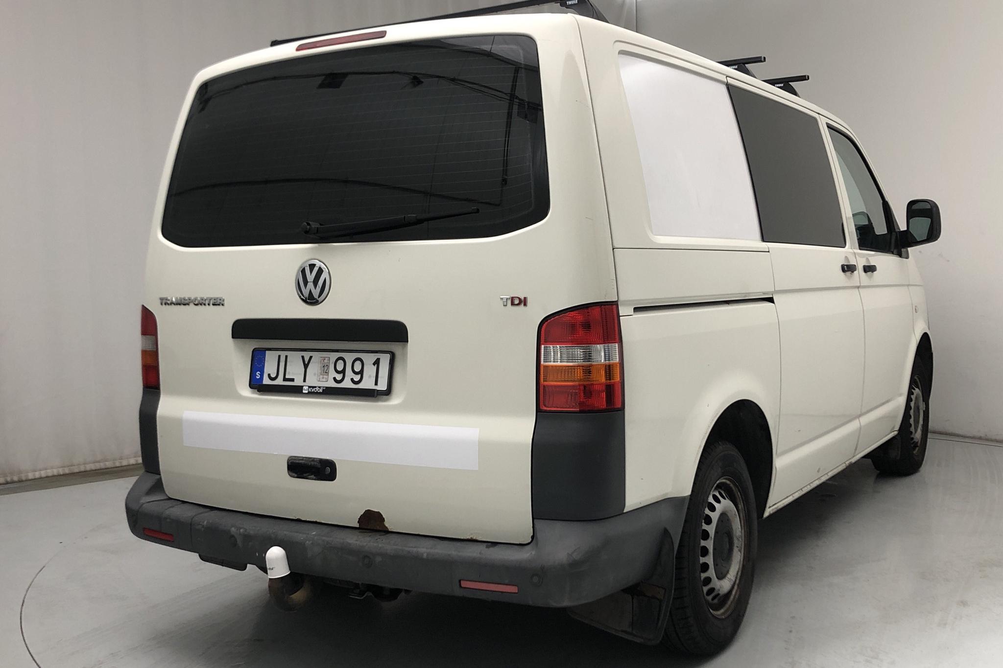 VW Transporter T5 2.5 TDI (130hk) - 117 380 km - Automatic - white - 2008