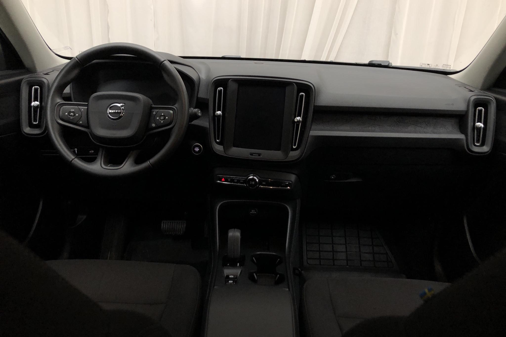 Volvo XC40 T3 2WD (163hk) - 2 358 mil - Automat - svart - 2020