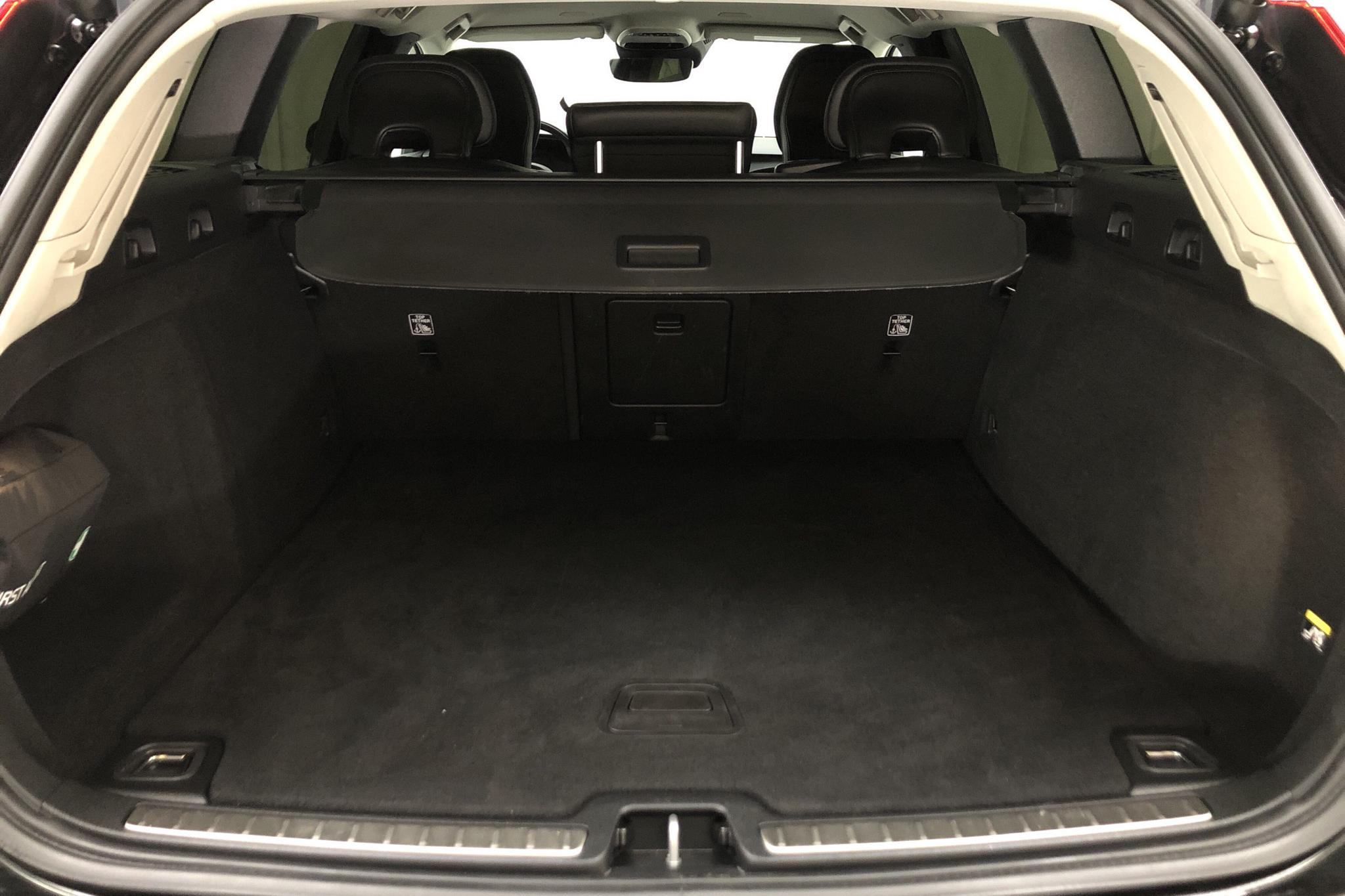 Volvo V60 D4 Cross Country AWD (190hk) - 10 102 mil - Automat - svart - 2019