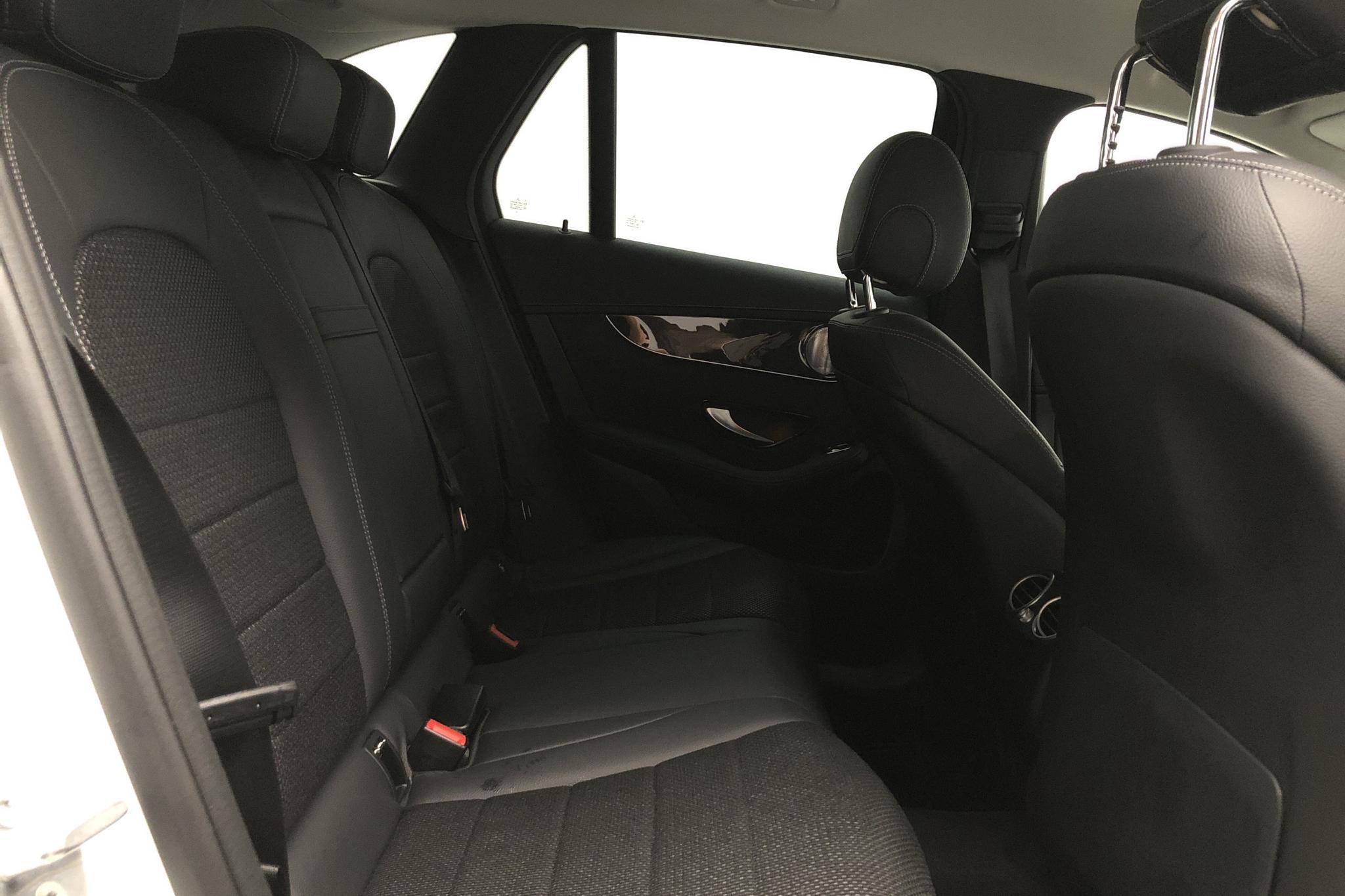 Mercedes GLC 250 4MATIC X253 (211hk) - 2 108 mil - Automat - vit - 2019