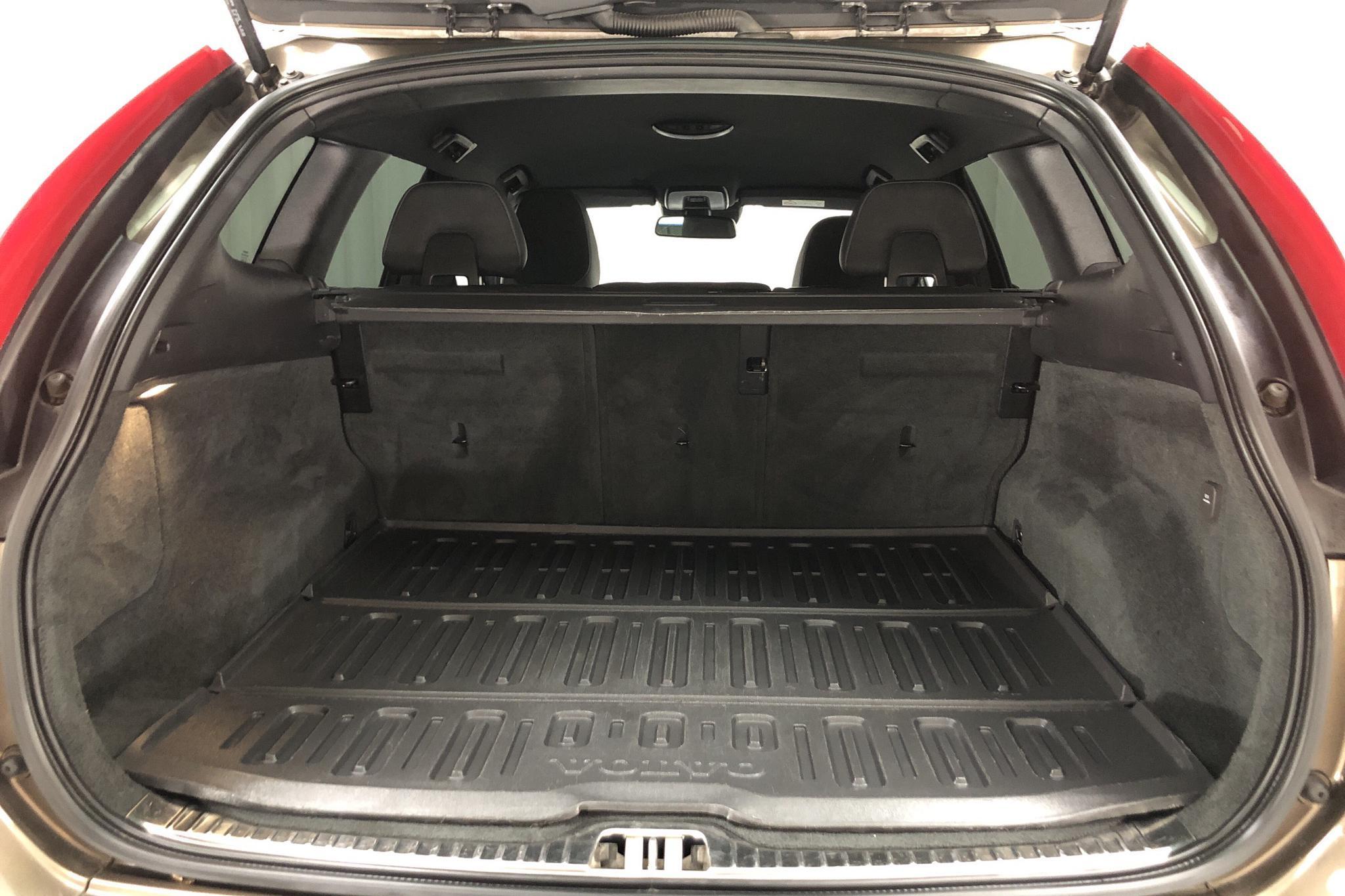 Volvo XC60 D4 AWD (190hk) - 10 335 mil - Automat - brun - 2016